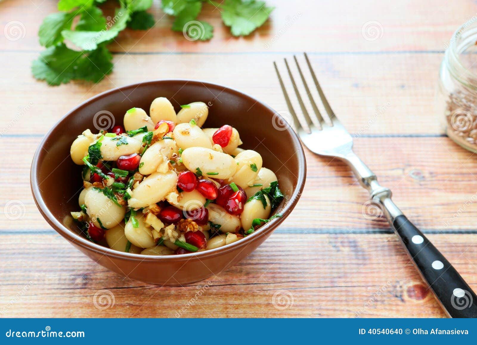 wei e bohnen in einem salat mit koriander und granatapfel stockfoto bild 40540640. Black Bedroom Furniture Sets. Home Design Ideas
