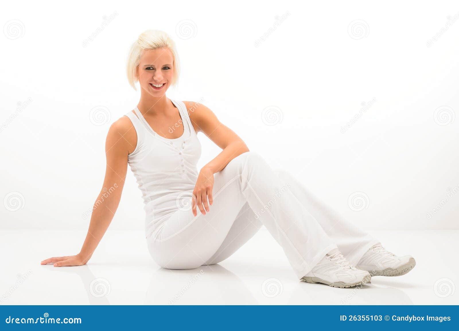 Weiße Eignungfrau entspannen sich an der Pilates Übung