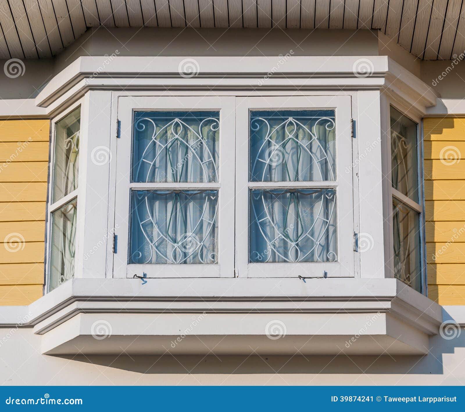 wei e fenster auf gelber wand stockfoto bild 39874241. Black Bedroom Furniture Sets. Home Design Ideas
