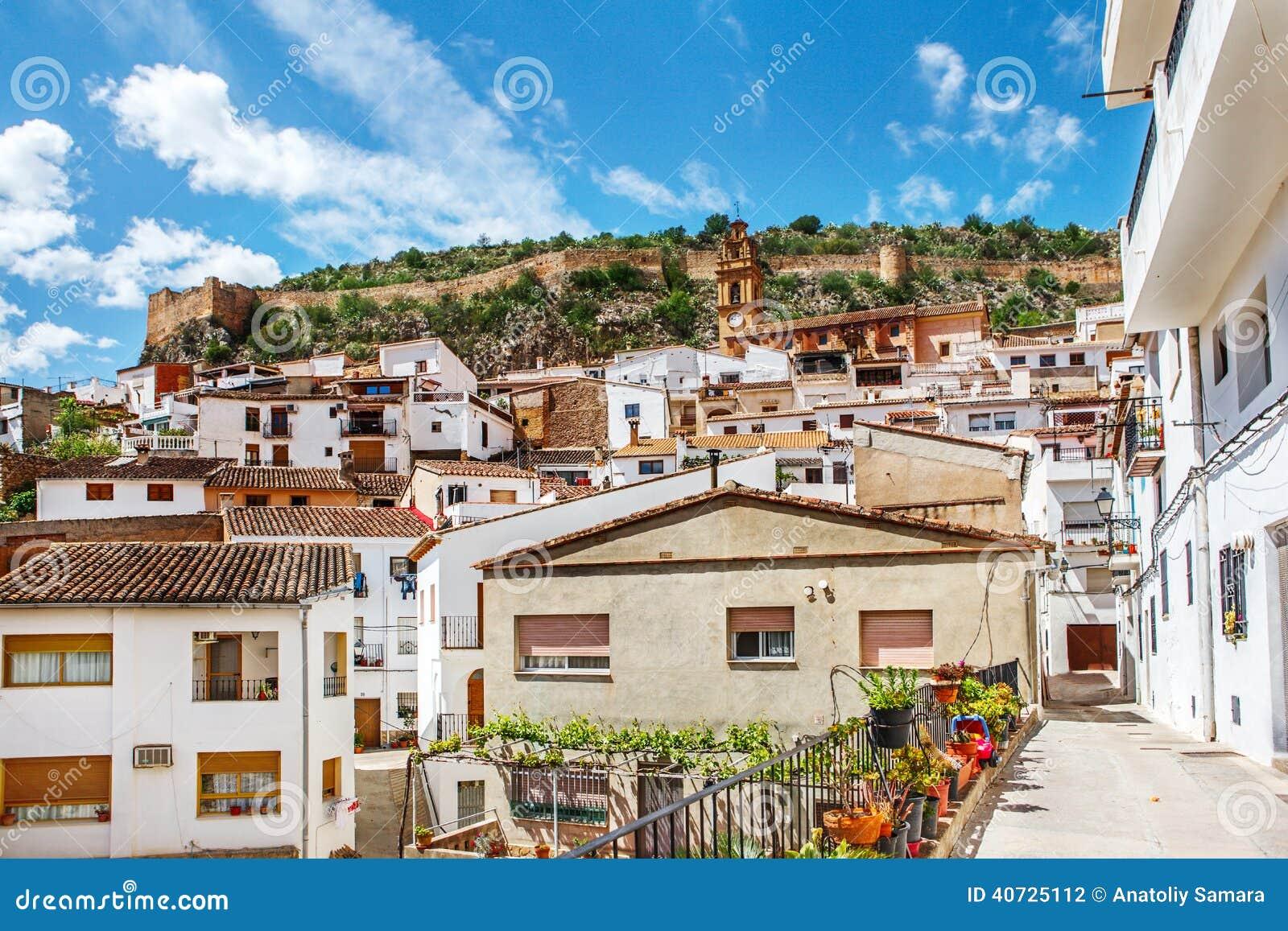 wei e h user in chulilla dorf spanien stockfoto bild von fr hling szenisch 40725112. Black Bedroom Furniture Sets. Home Design Ideas