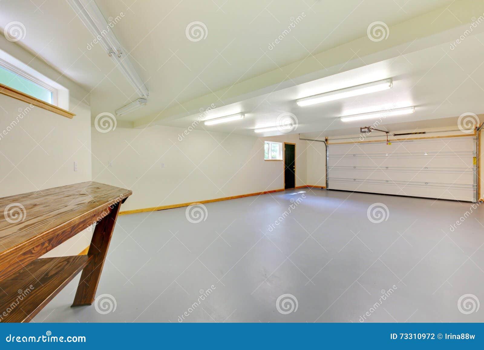 Welchen Fußboden In Garage ~ Weiße helle neue leere garage stockfoto bild von unterhaltung