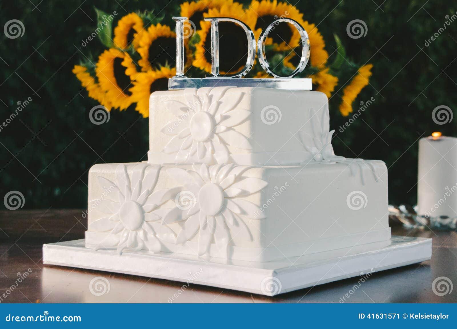 Weisse Hochzeitstorte Mit Silber Tue Ich Deckel Stockbild Bild Von