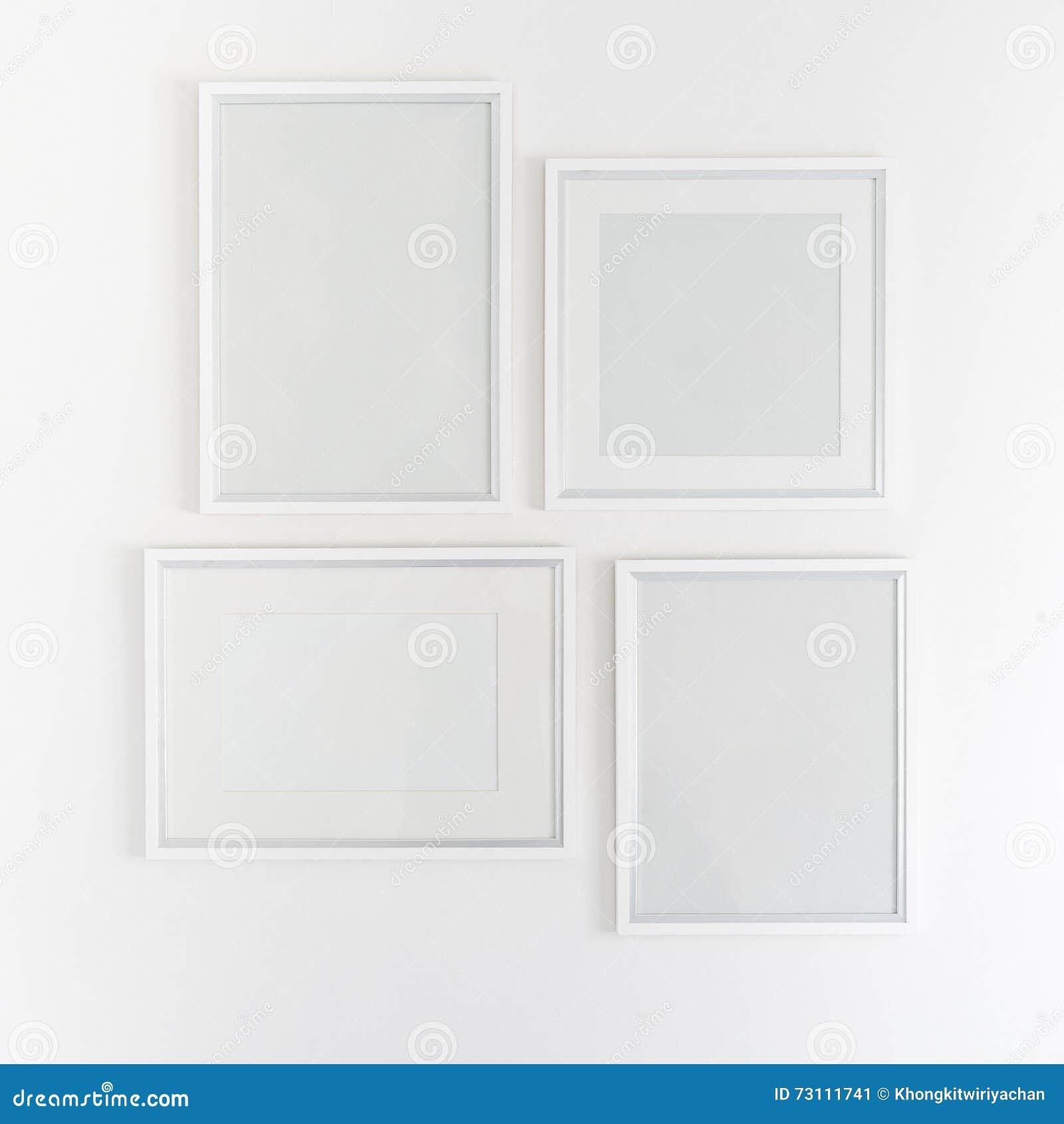 Weiße Leere Bilderrahmen, Die Am Weiß Hängen Stockbild - Bild von ...