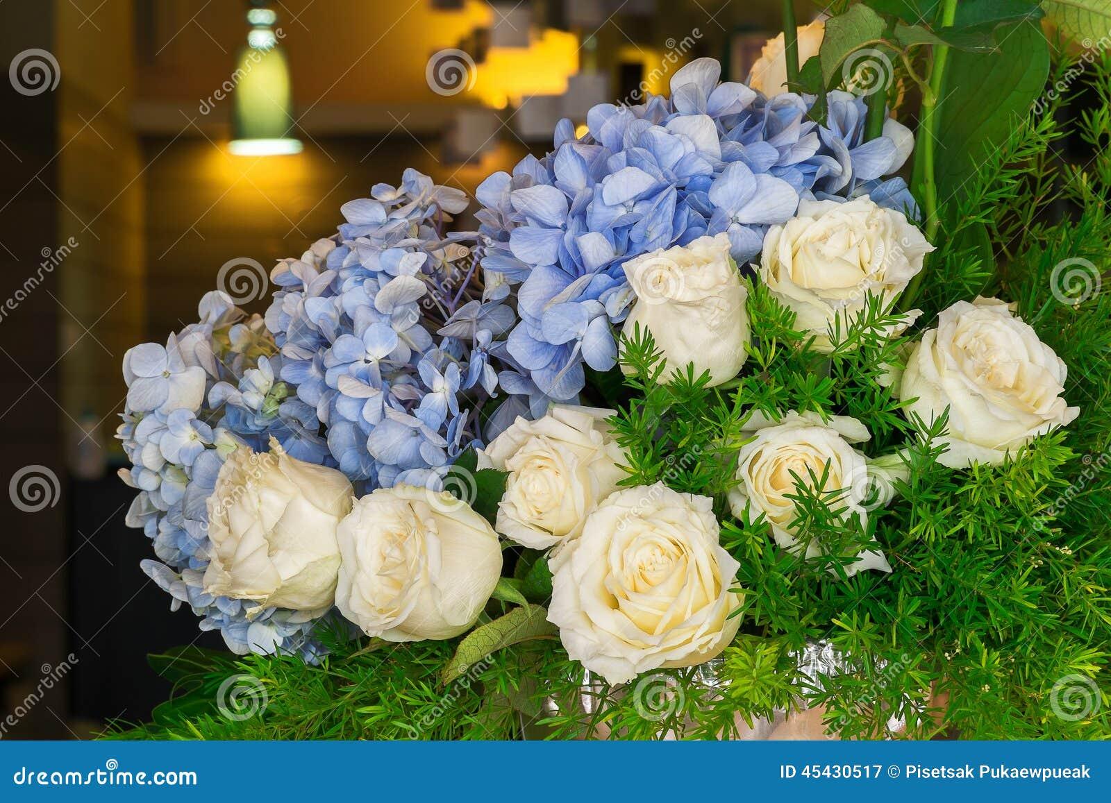 wei e rose und blaue hortensie stockfoto bild 45430517. Black Bedroom Furniture Sets. Home Design Ideas