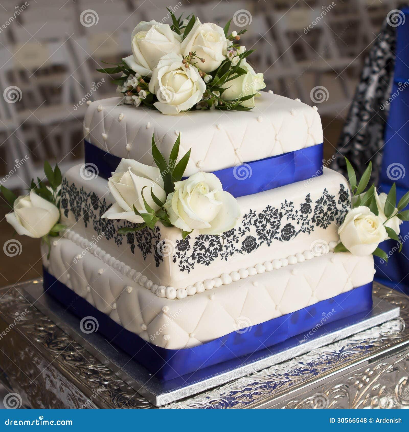 Hochzeitstorte Mit Blauen Rosen Archivbilder Abgabe Des Download
