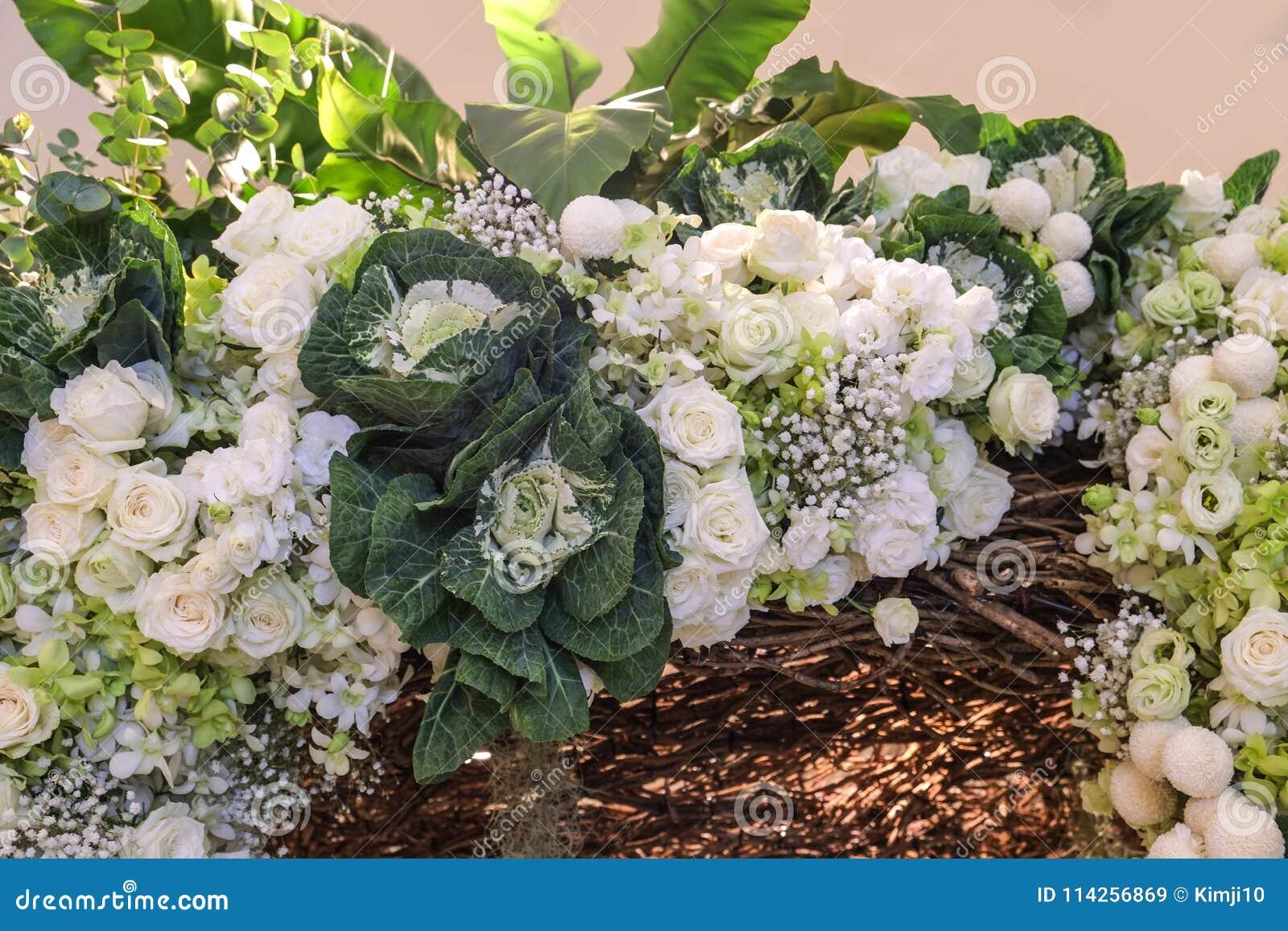 Weisse Rosen Sind Schone Blumenstrausse Stockbild Bild Von Heidi
