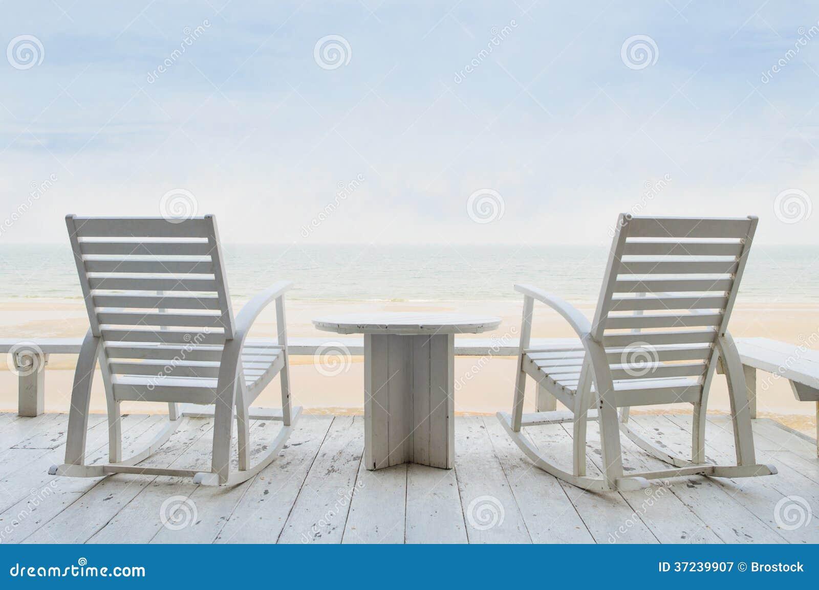 wei e schaukelst hle lizenzfreie stockfotografie bild 37239907. Black Bedroom Furniture Sets. Home Design Ideas