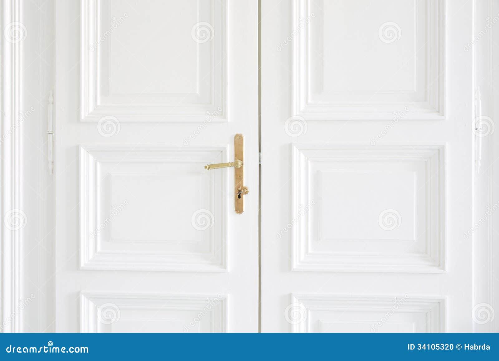 wei e t ren mit goldenem griff nach innen stockfoto bild 34105320. Black Bedroom Furniture Sets. Home Design Ideas