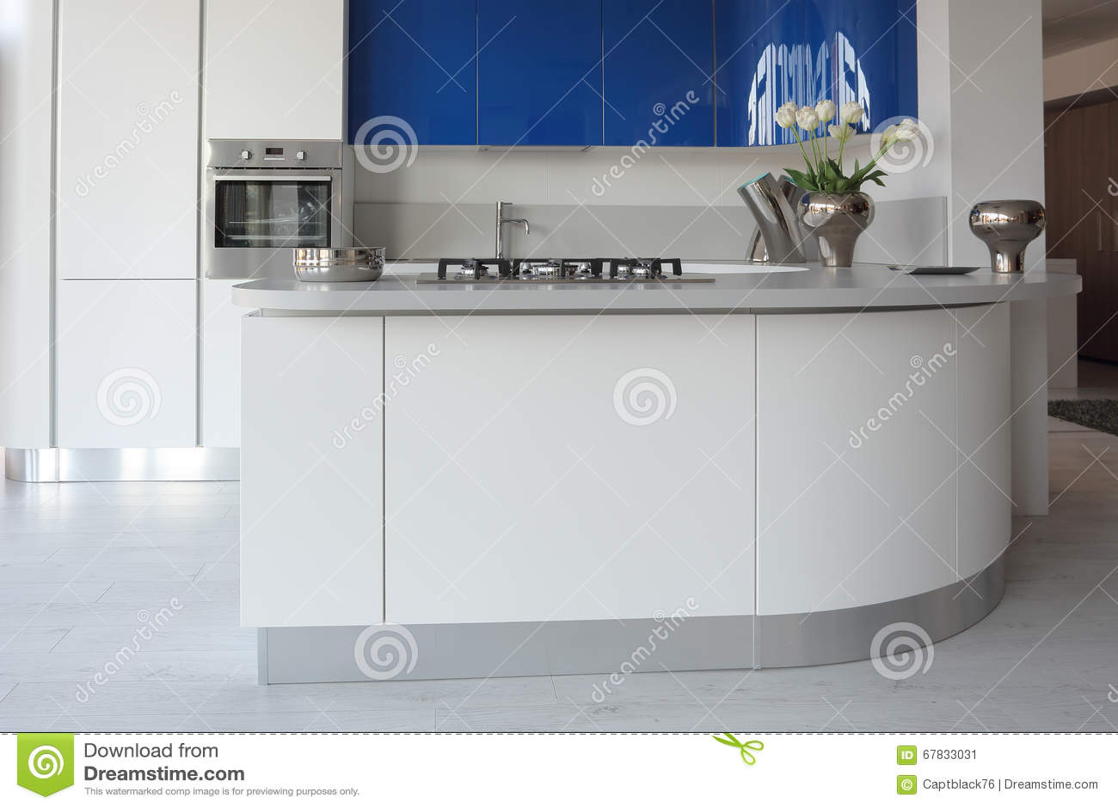 Weiße und blaue Küche stockbild. Bild von sauber, küche - 67833031