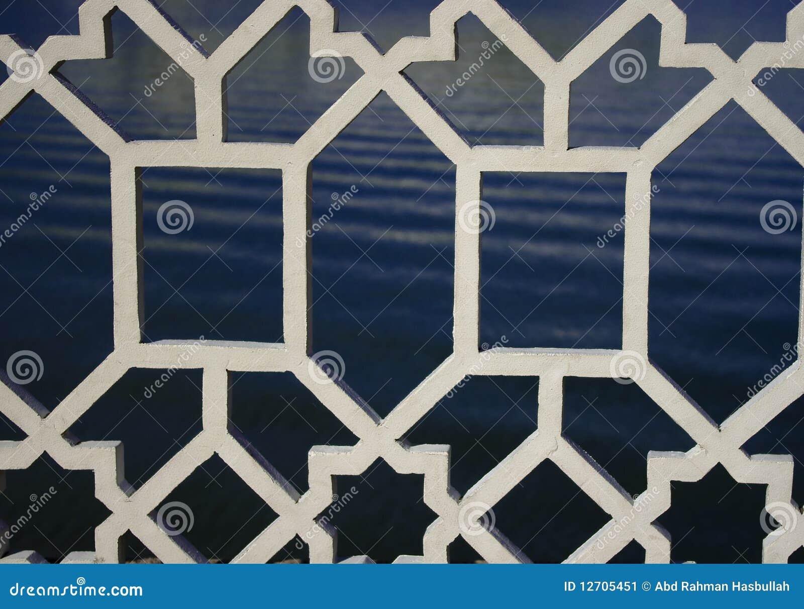 Weißer dekorativer Metalgrill