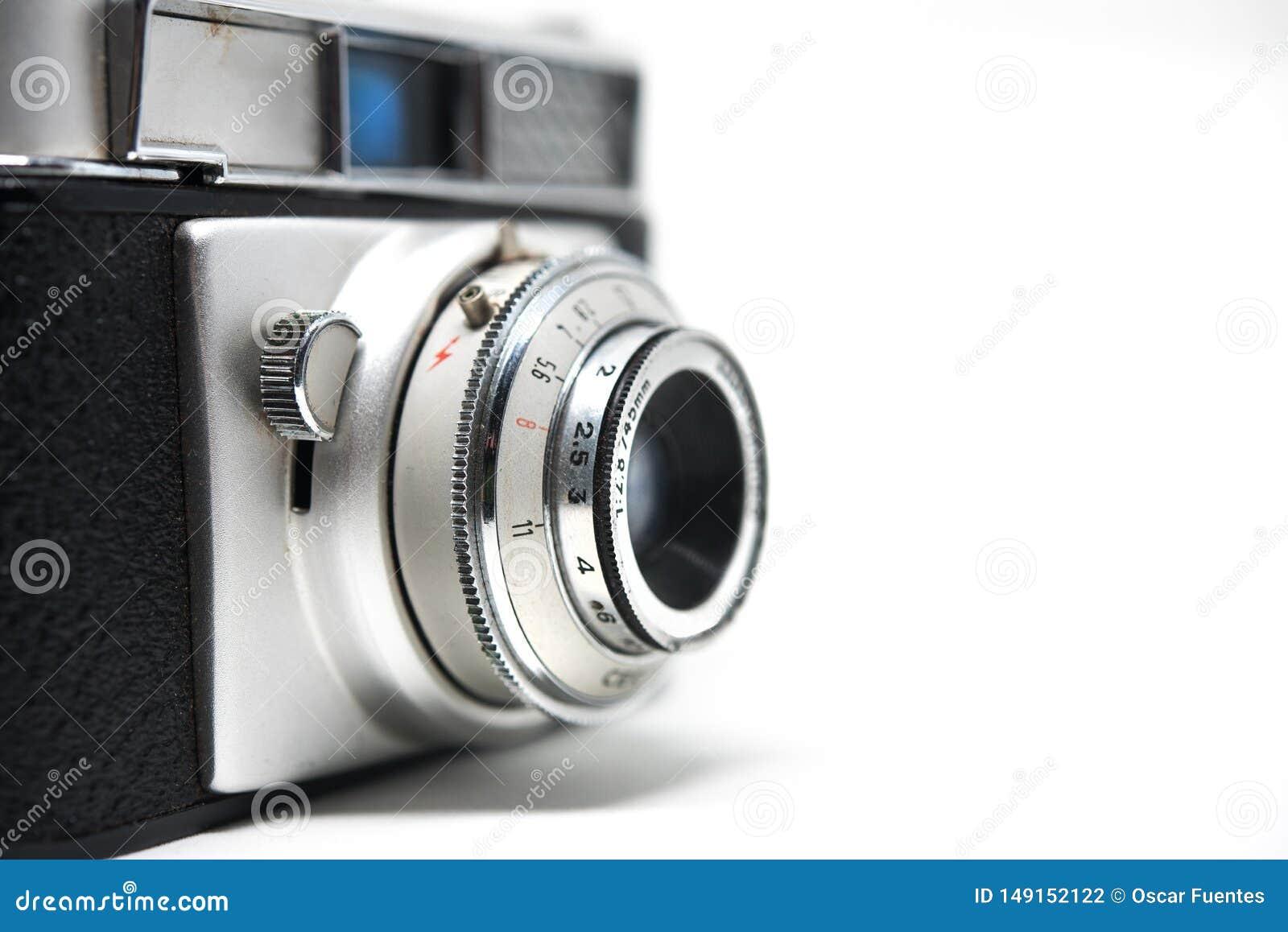 Wei?er Hintergrund der alten Fotokamera