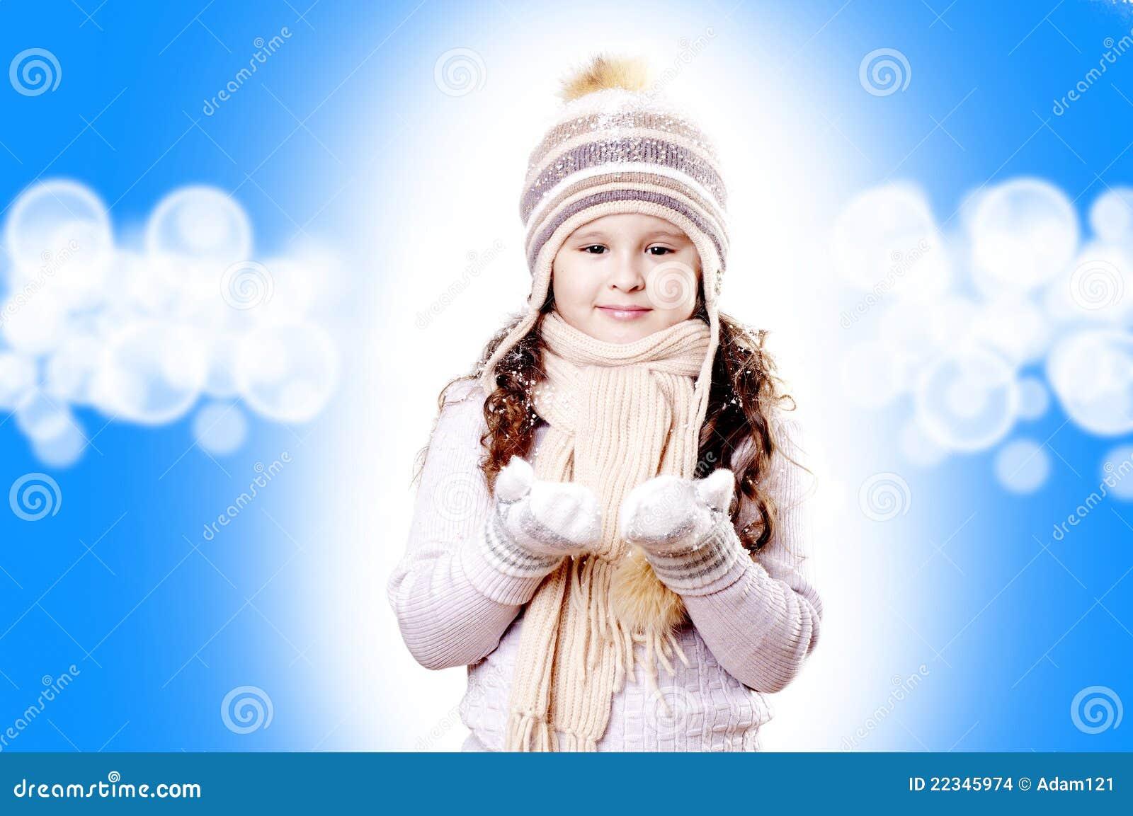 Weißer und blauer Hintergrund des Winter-Mädchenauszuges