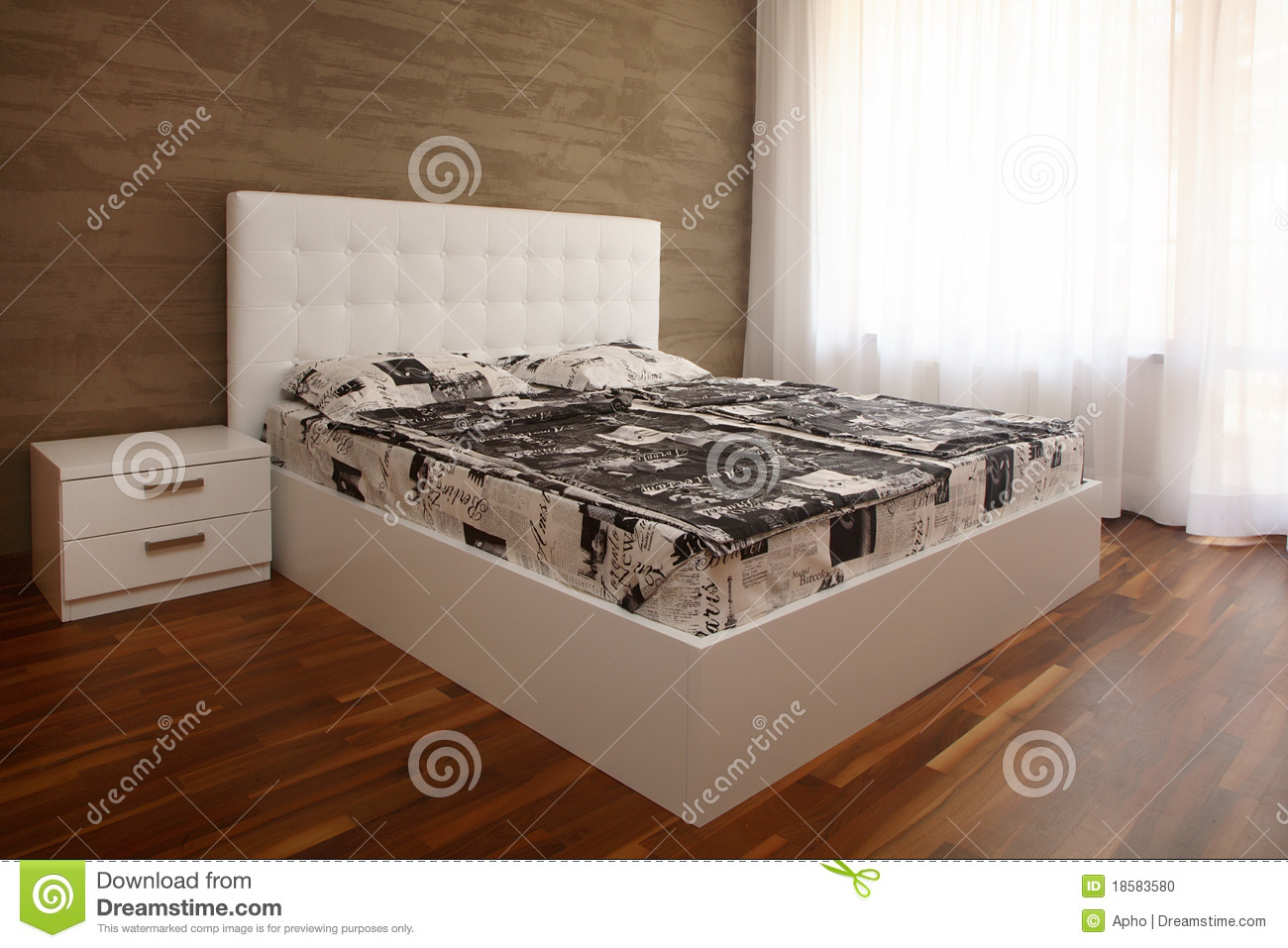 wei es schlafzimmer stockfoto bild 18583580. Black Bedroom Furniture Sets. Home Design Ideas