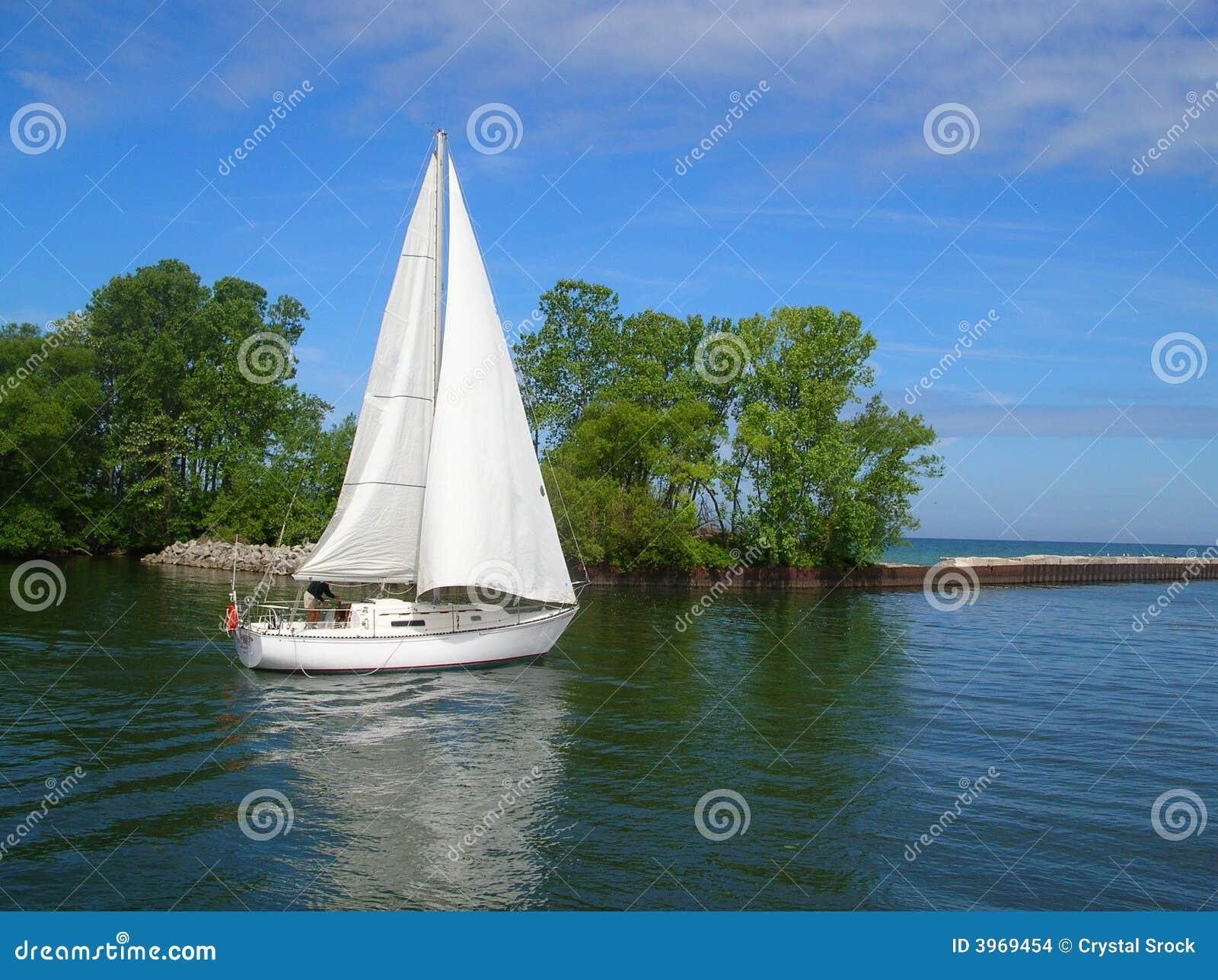 Weißes Segelboot