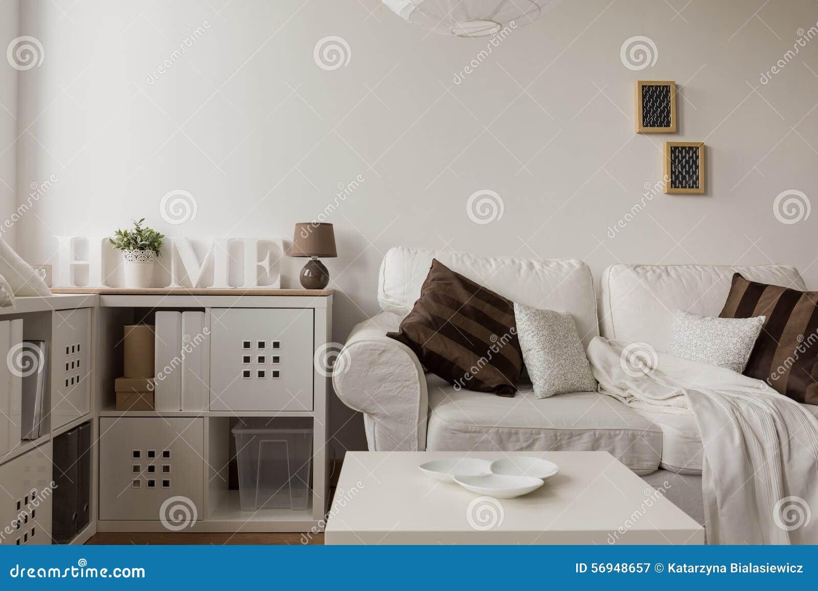 wei es sofa und braune kissen stockfoto bild 56948657. Black Bedroom Furniture Sets. Home Design Ideas