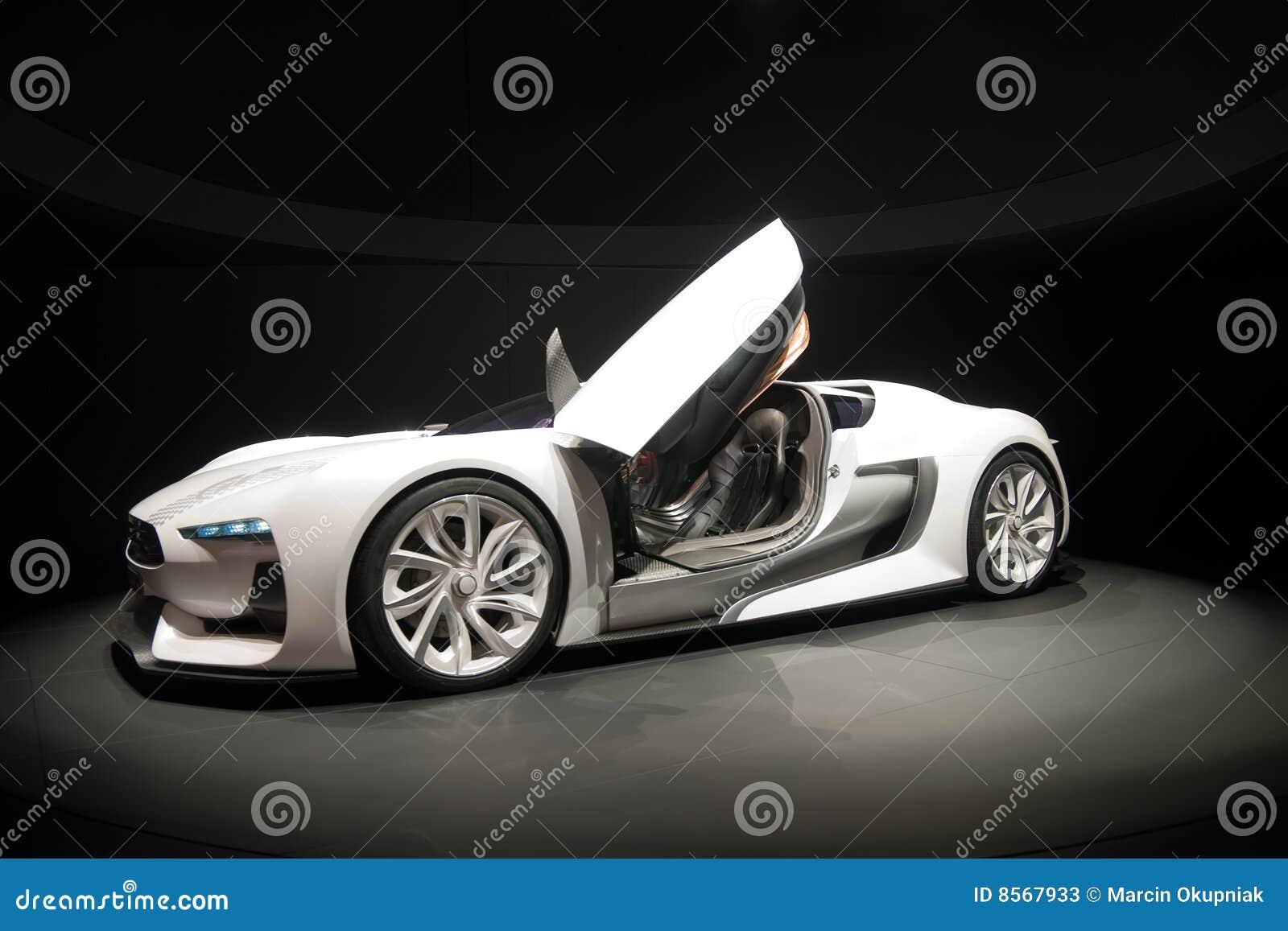 Weißes Sportauto