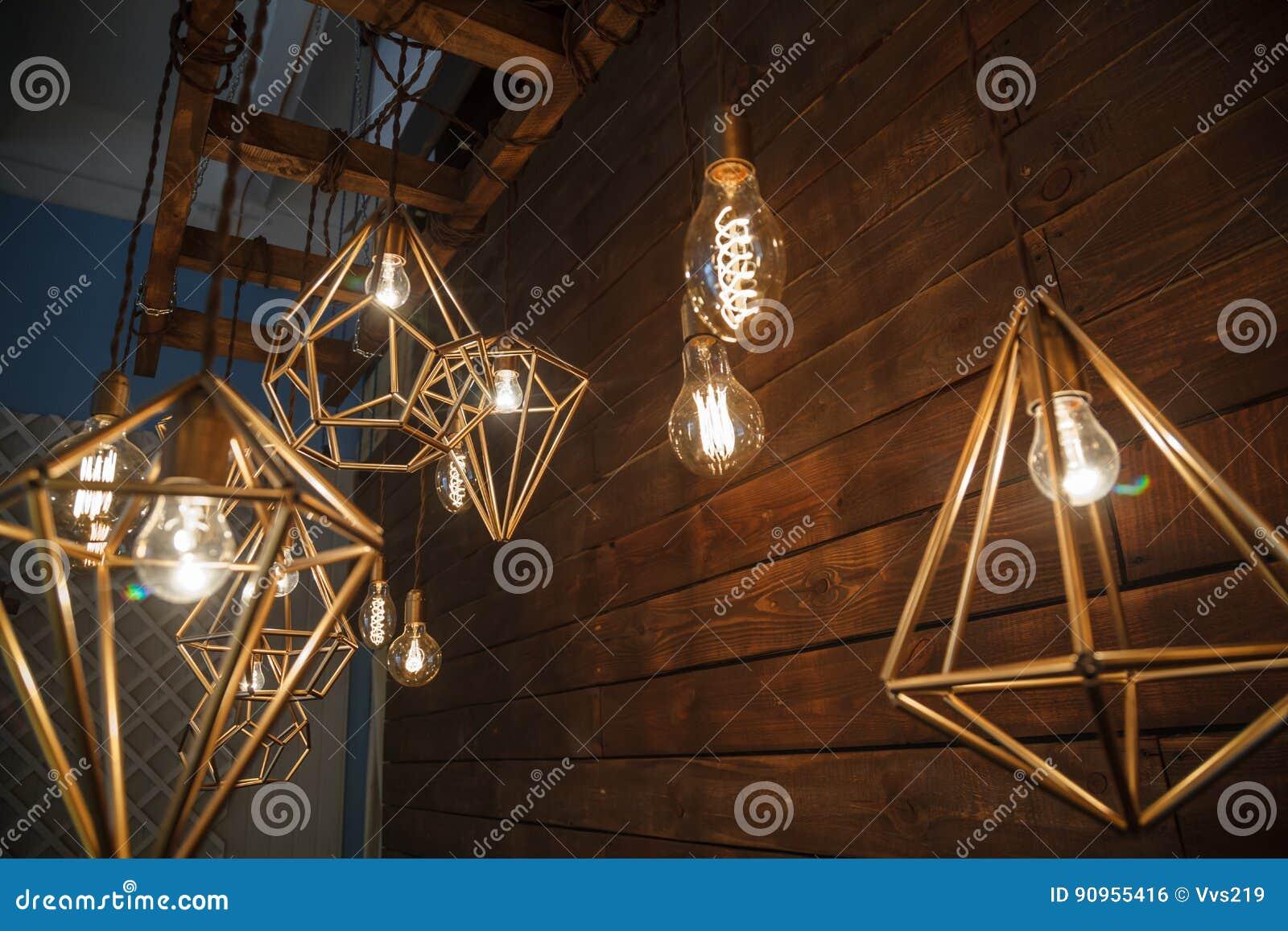 Moderne Lampen 16 : Weißglühende retro lampen in einer modernen art edison lampe