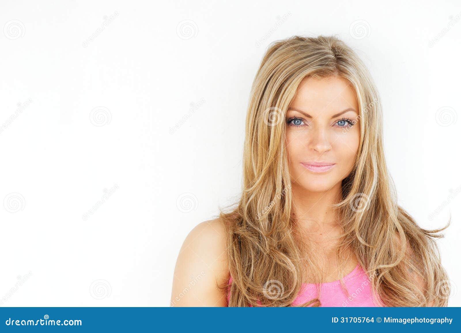 Weibliche Schönheit Mit Dem Blonden Haar Und Den Blauen Augen