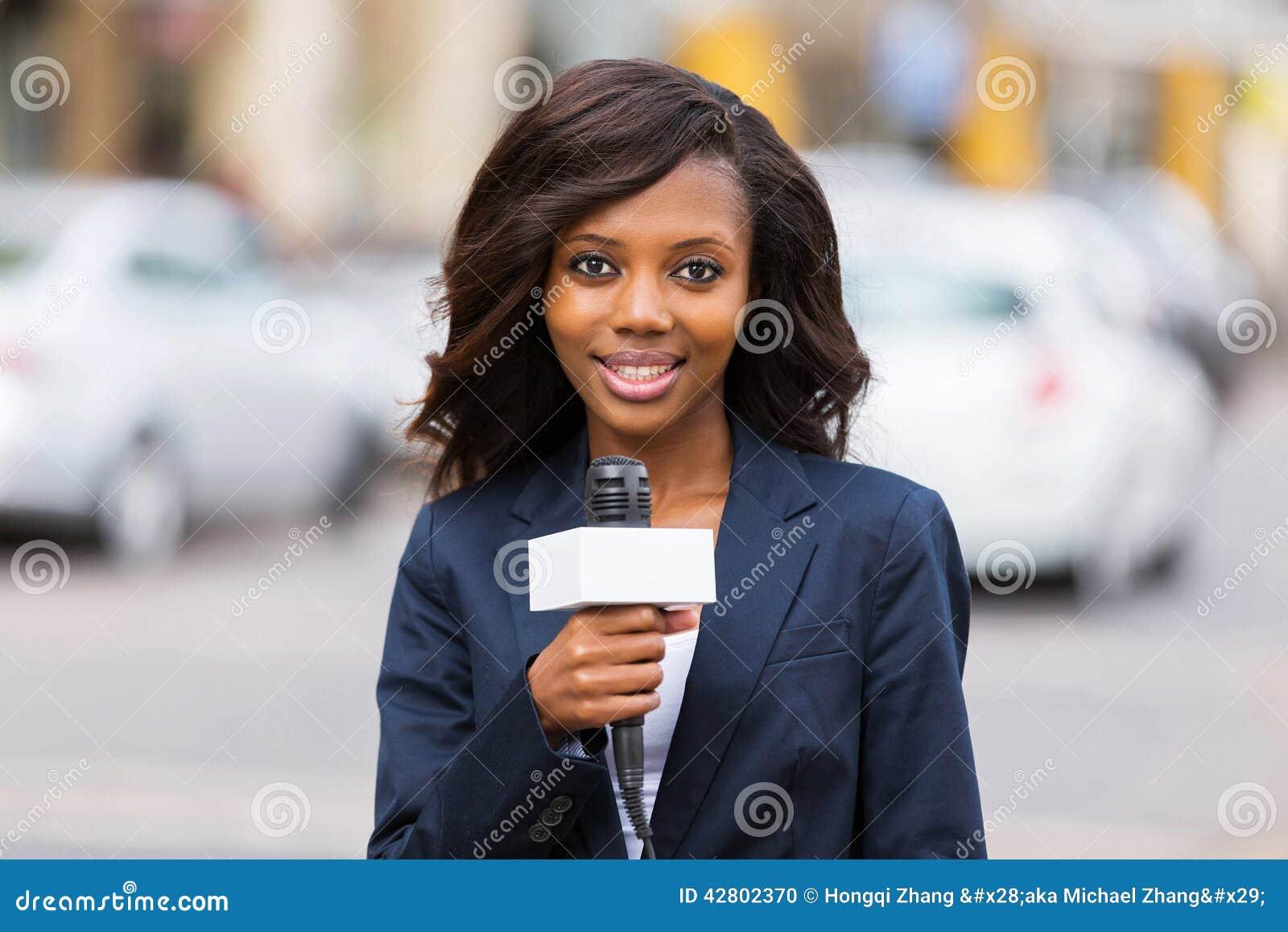 Weiblicher Nachrichtenreporter
