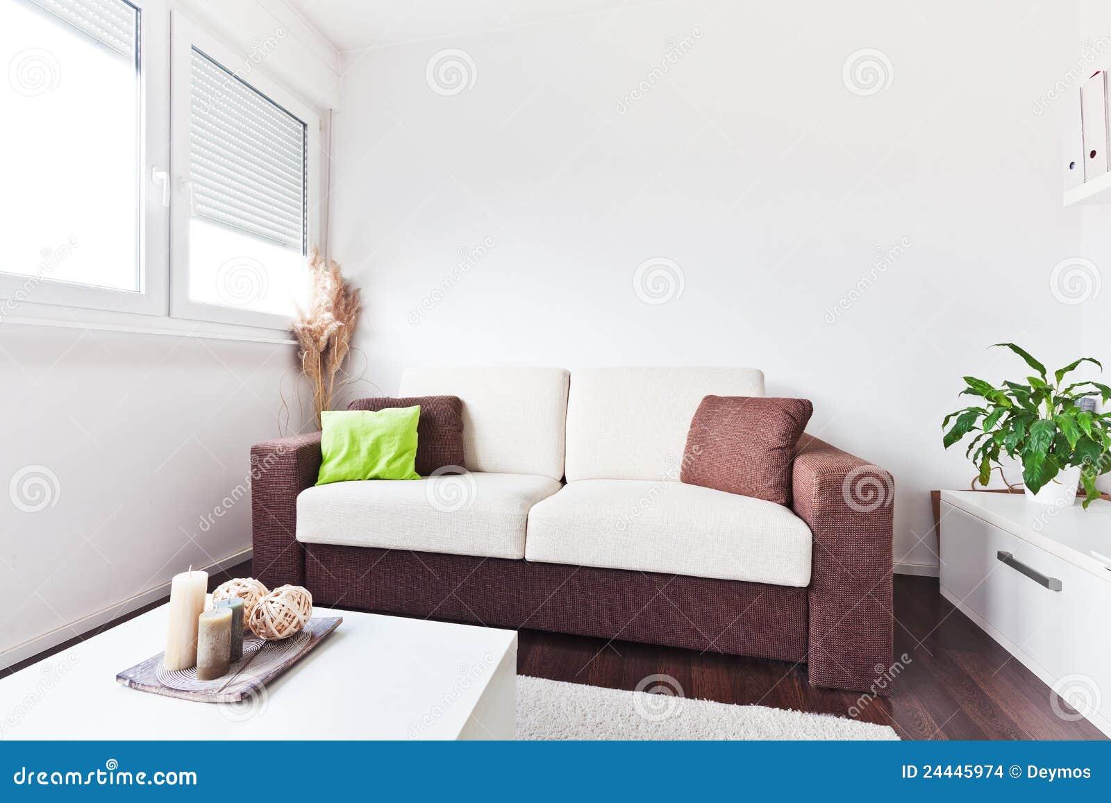 Weißes Und Braunes Gewebesofa Im Wohnzimmer Stockbilder - Bild ...