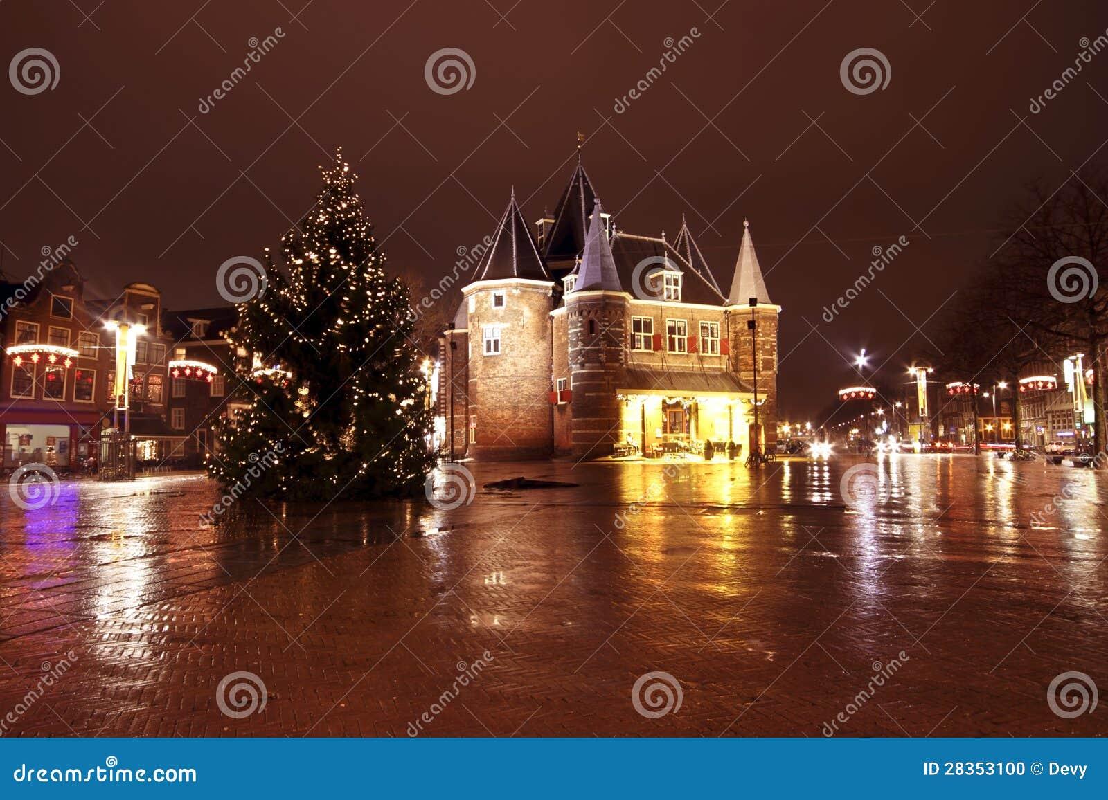 weihnachten in amsterdam beim nieuwmarkt in den niederlanden durch n stockfoto bild von stadt. Black Bedroom Furniture Sets. Home Design Ideas