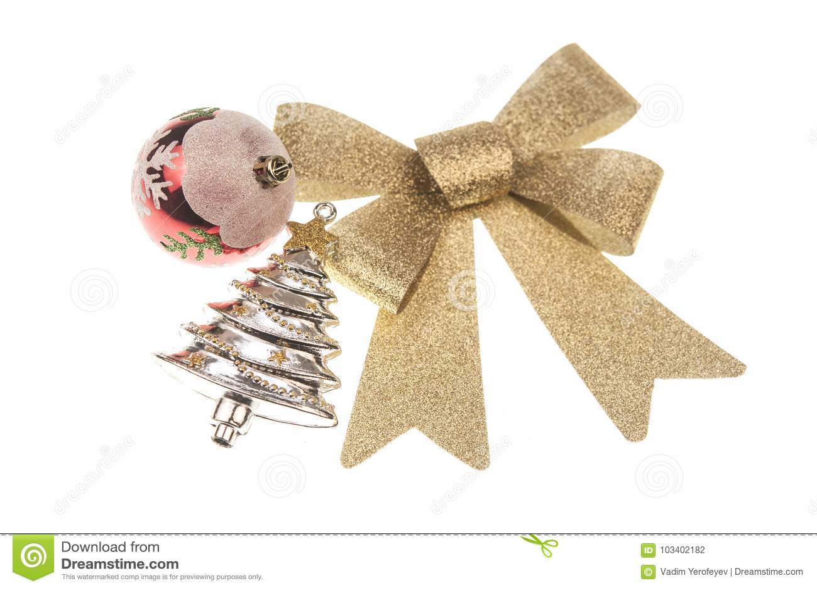 Weihnachten-balsl mit Goldbandbogen auf weißem Hintergrund