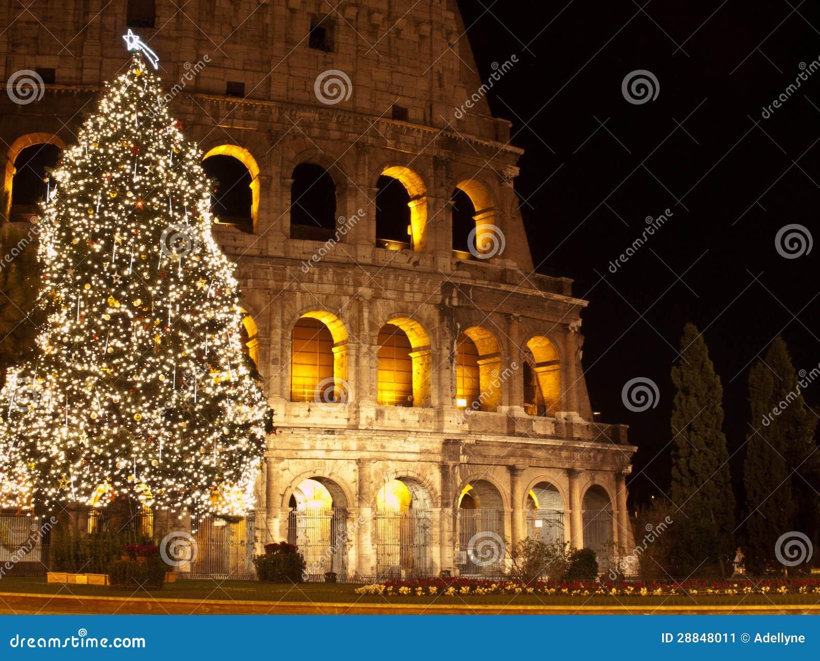 Weihnachten bei Colosseum stockbild. Bild von feiertag - 28848011