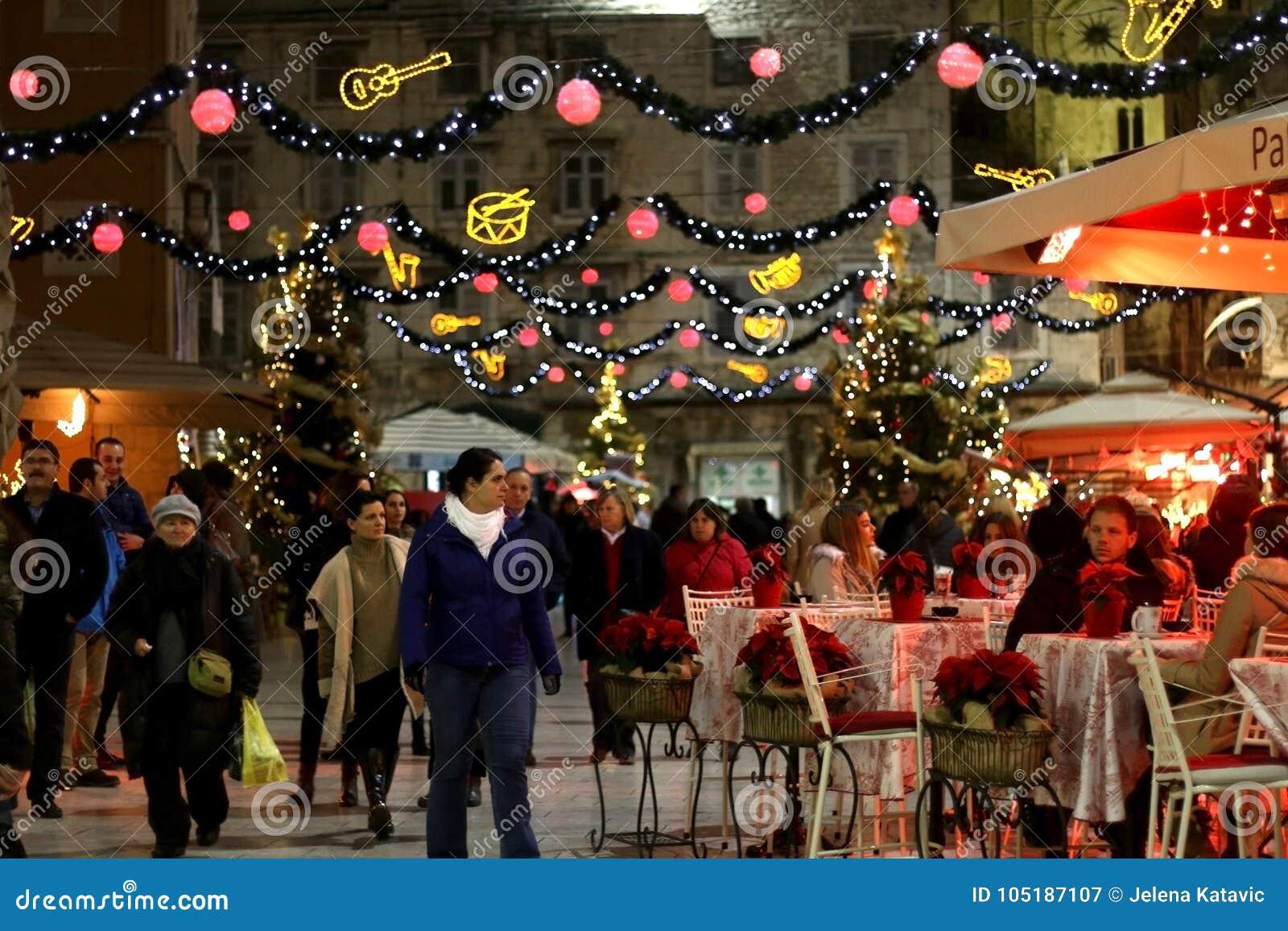 Weihnachten In Kroatien.Weihnachten In Der Spalte Kroatien Redaktionelles Stockfotografie