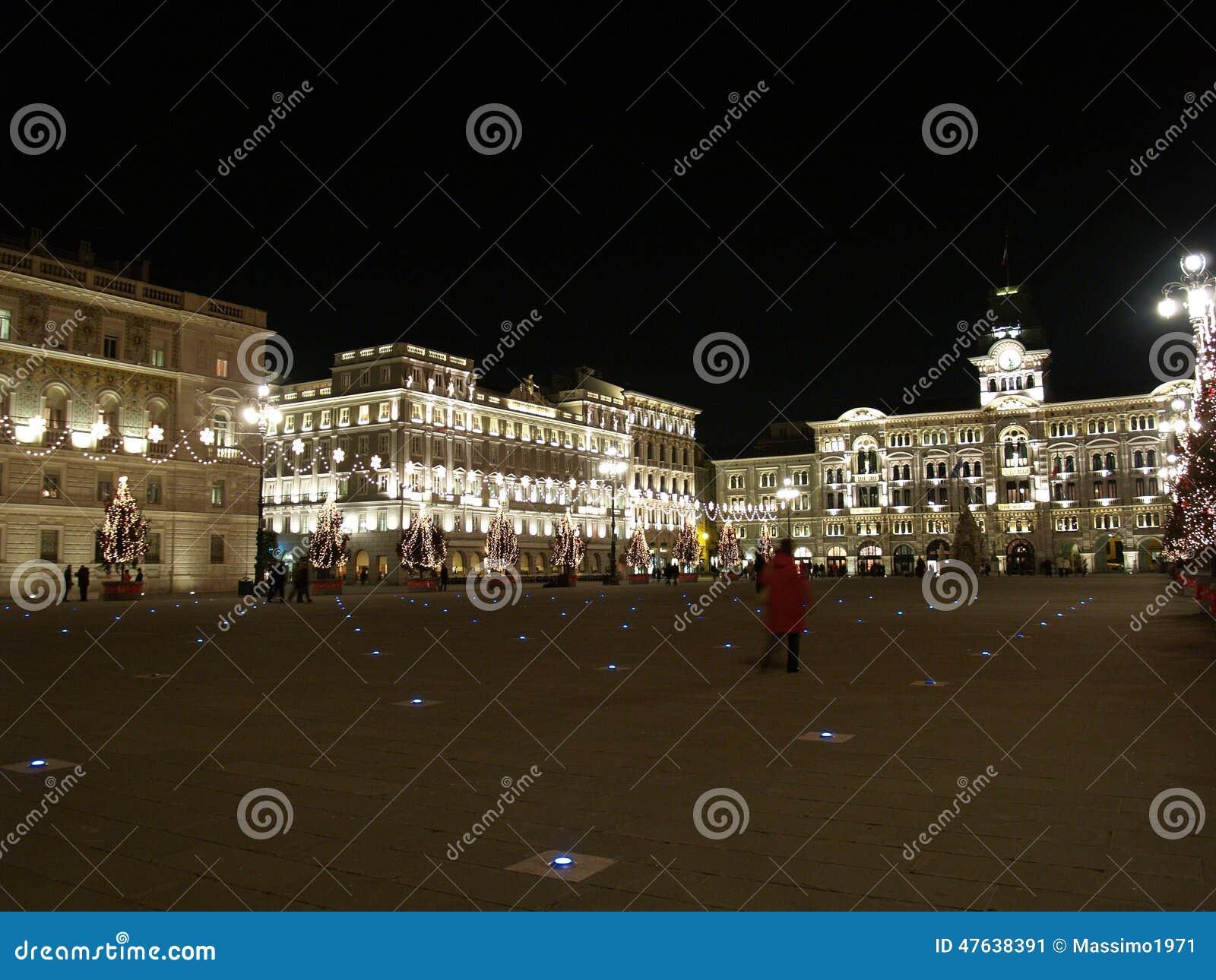 Weihnachten Im Marktplatz Unita Stockbild - Bild von triest ...