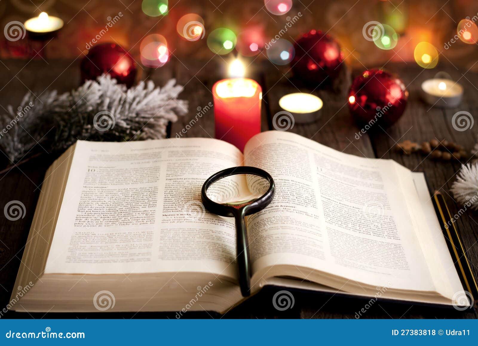 weihnachten und bibel stockfoto bild von buch suche