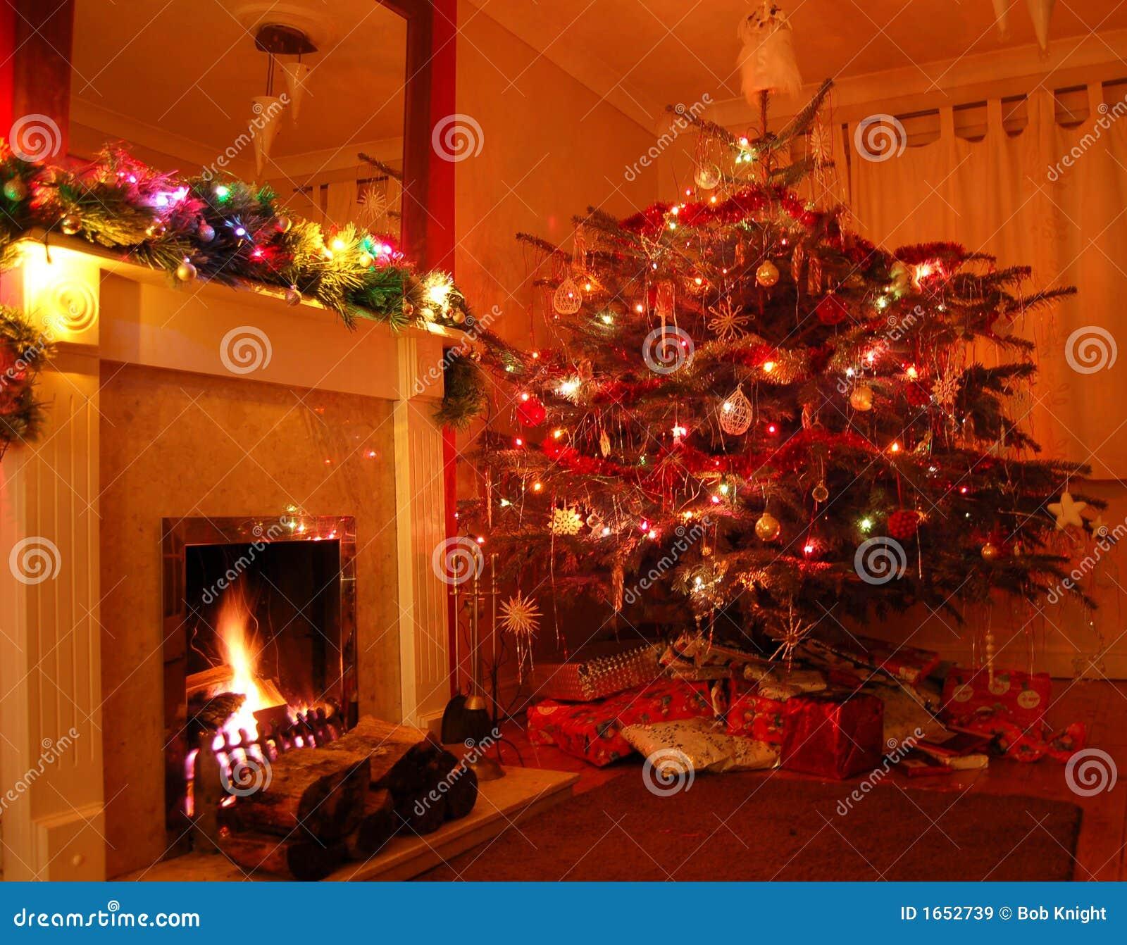 weihnachten zu hause stockbild bild von w rme geschenke. Black Bedroom Furniture Sets. Home Design Ideas