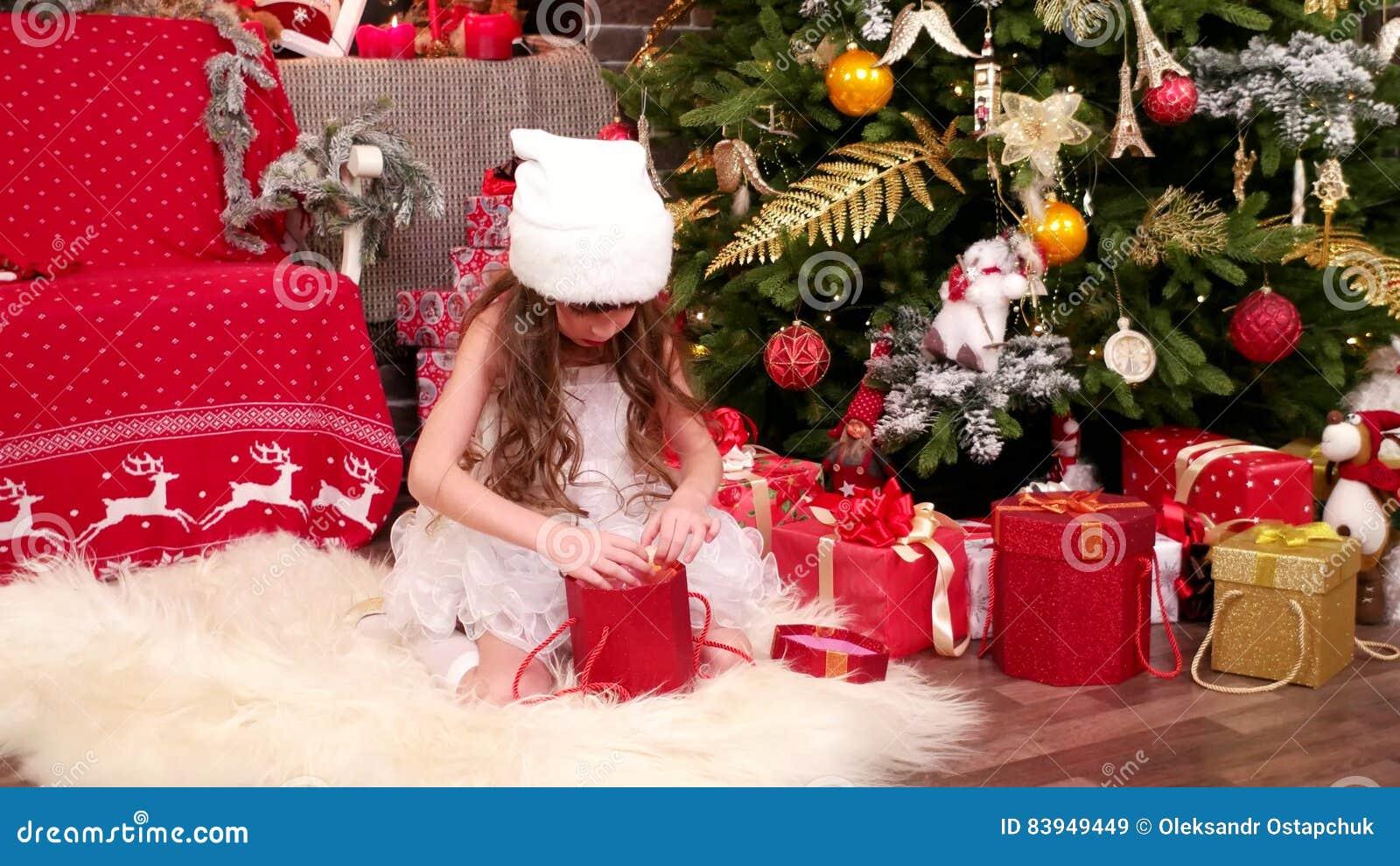 Weihnachtsüberraschung, A-Kinderspiele Im Haus Auf Weihnachtsabend ...