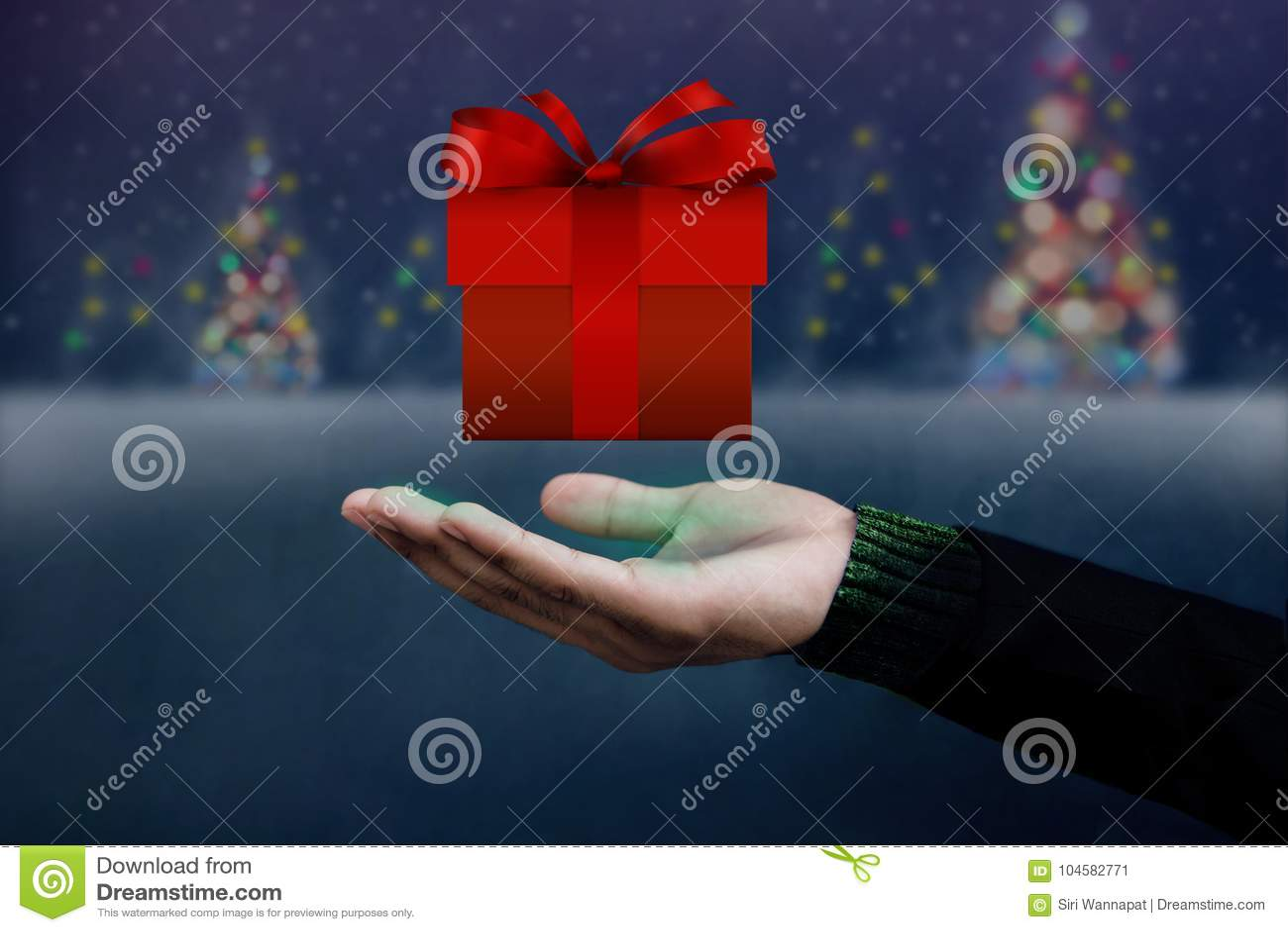 Weihnachts-und Neues Jahr-Konzept, Hand öffnete Sich, Um Ein Rotes ...