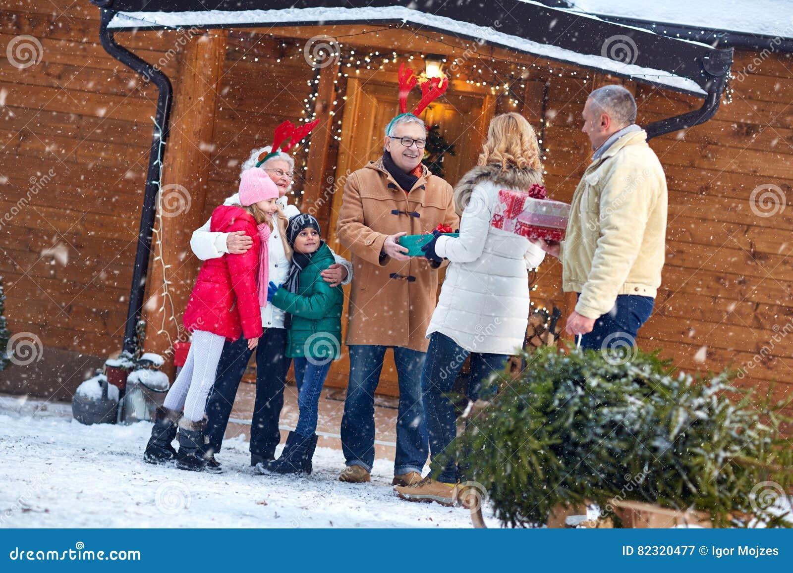 Weihnachtsabend - Familie, Geschenke, Feiertag, Jahreszeit Und Leute ...