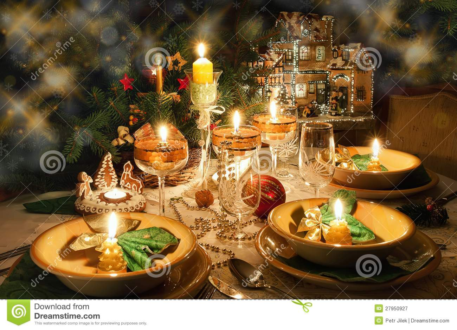 weihnachtsabendtisch mit weihnachtsstimmung stockbild. Black Bedroom Furniture Sets. Home Design Ideas