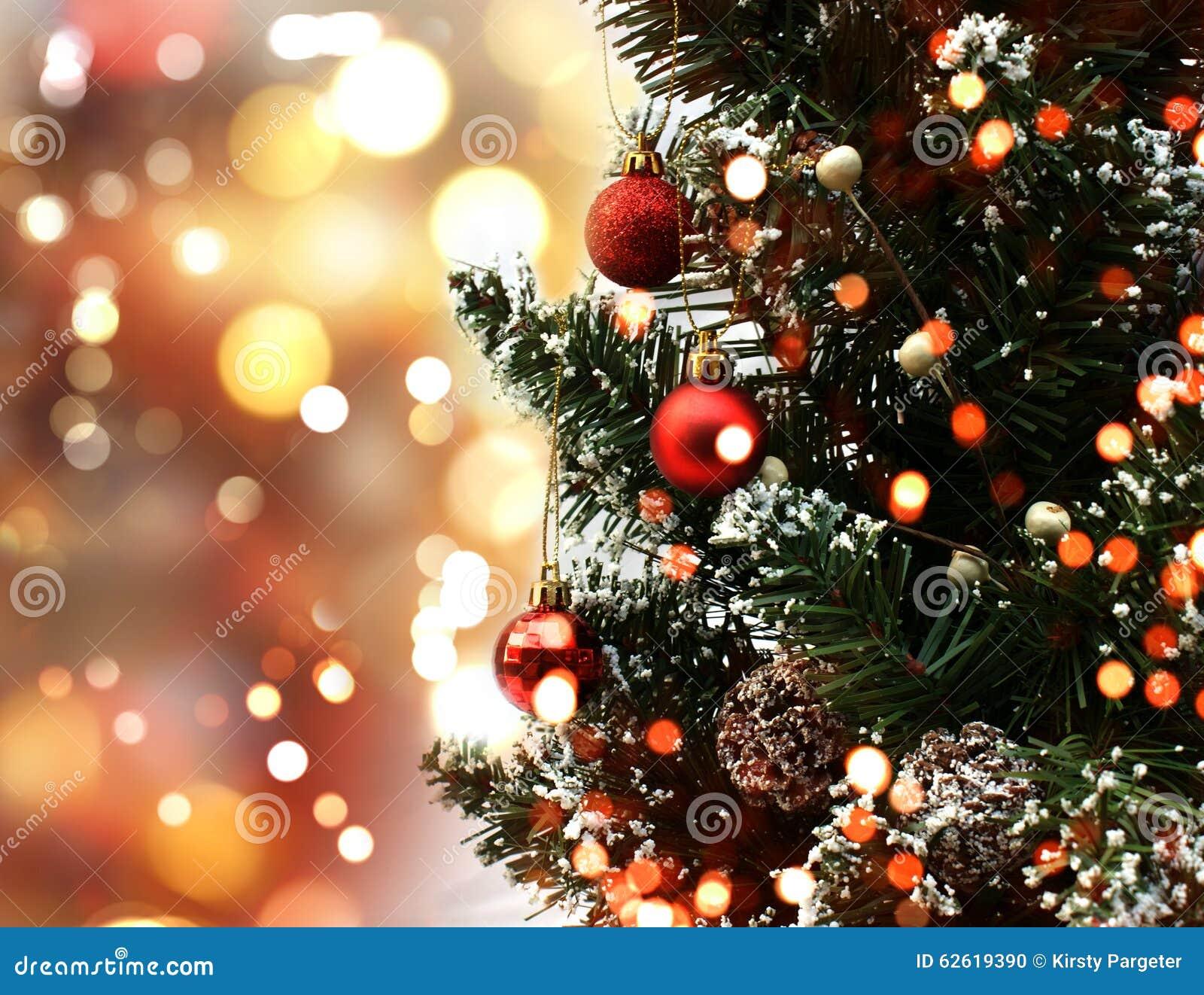 weihnachtsbaum auf bokeh beleuchtet hintergrund stockfoto bild von feiertag funkeln 62619390. Black Bedroom Furniture Sets. Home Design Ideas