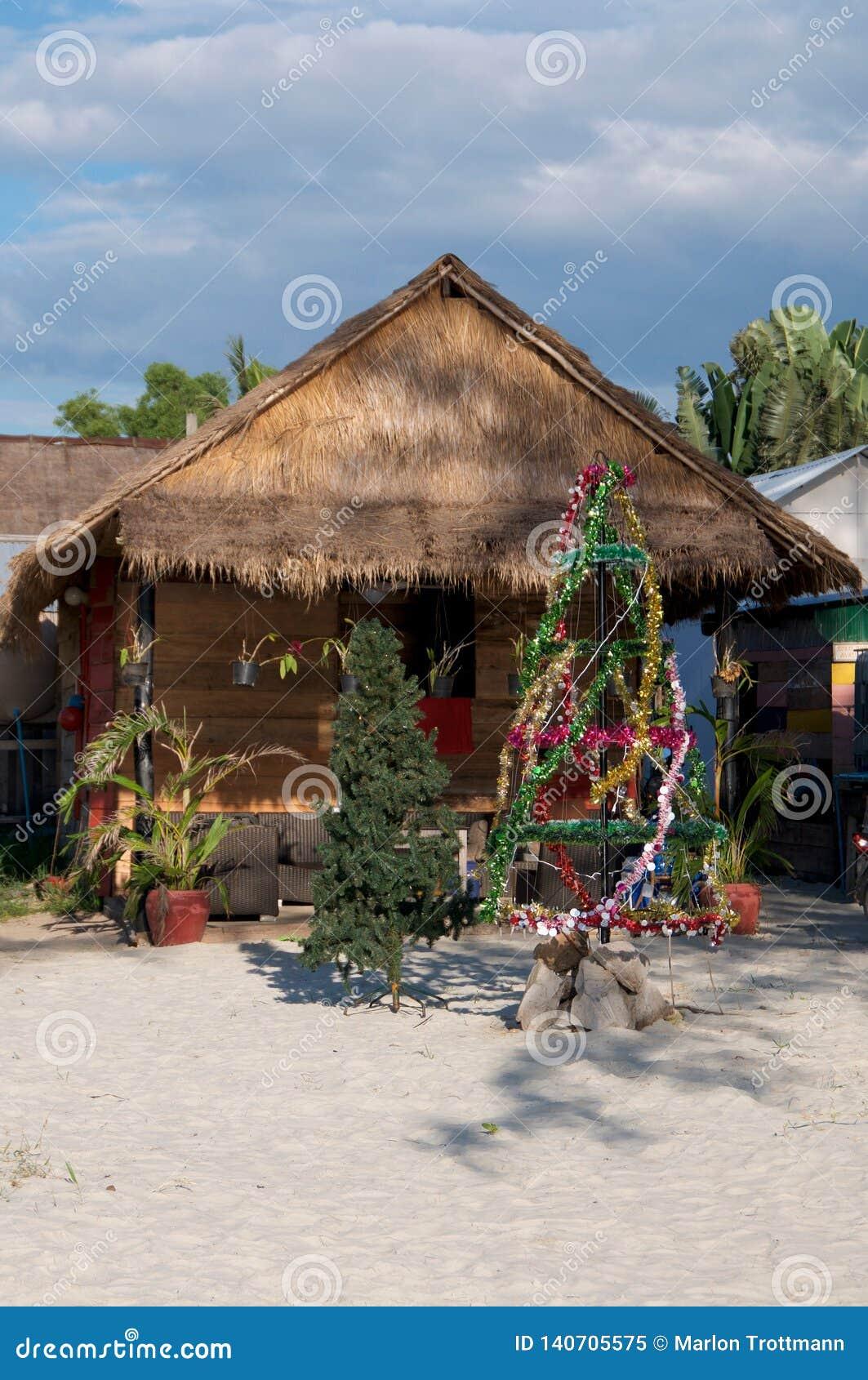 Weihnachtsbaum auf dem Strand