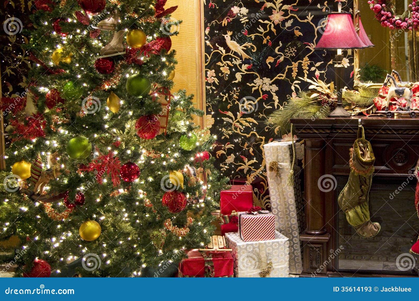 Weihnachtsbaum-Beleuchtungskamingeschenkbox Stockbild - Bild von ...