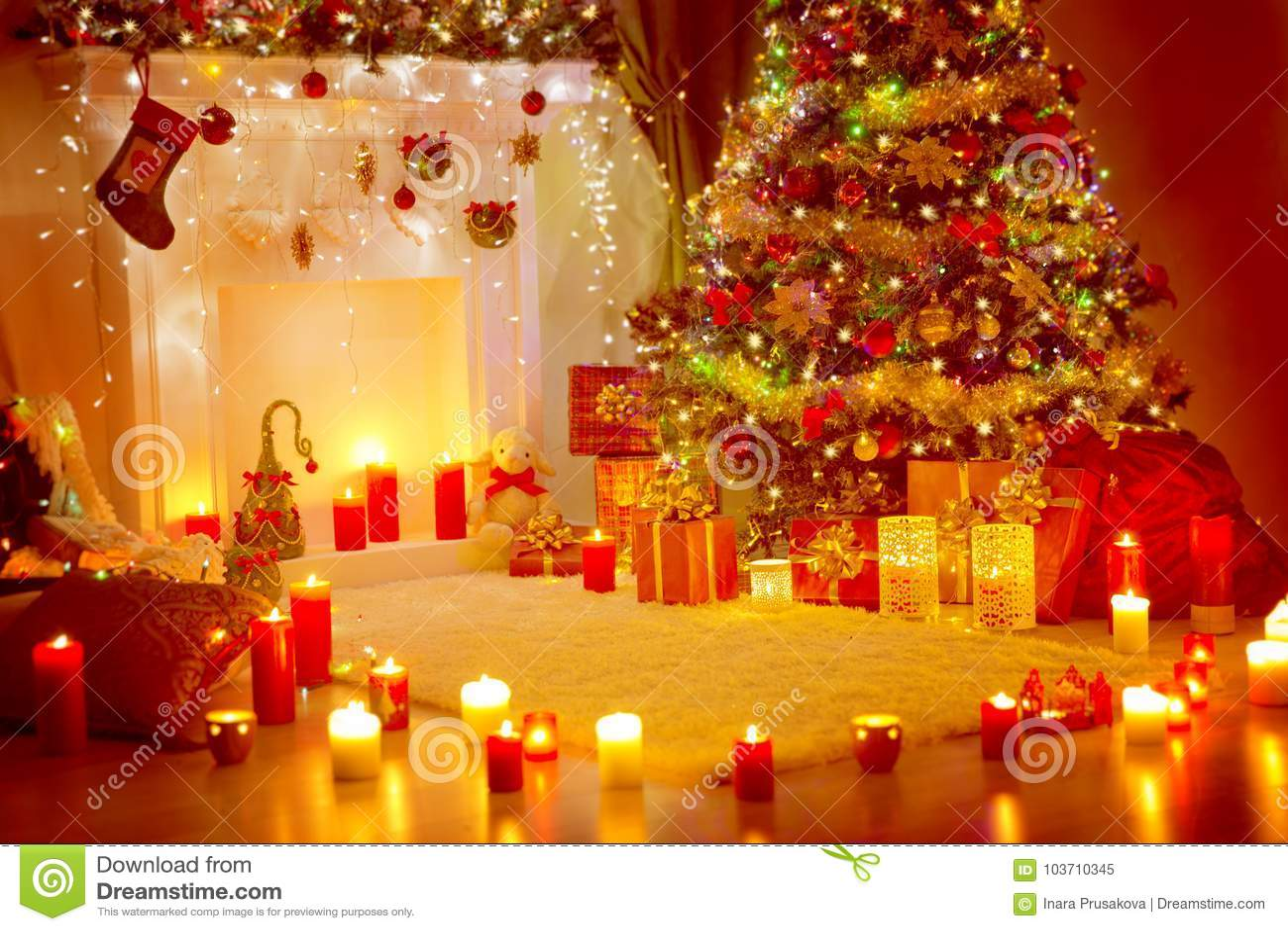 Weihnachtsbaum, Geschenk-Geschenke Und Kamin, Ferienhaus-Raum ...