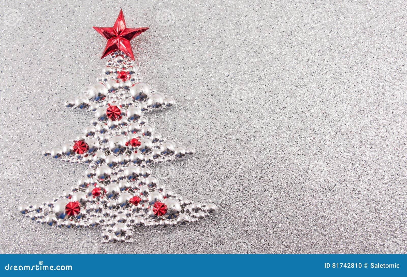 Weihnachtsbaumdekoration mit silbernem Funkelnhintergrund