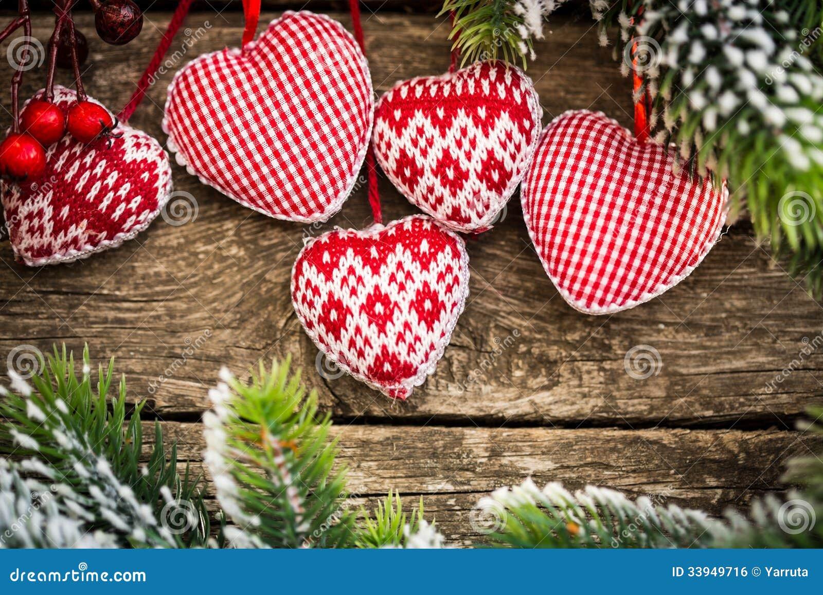 Weihnachtsbaumdekorationen, die an der Niederlassung hängen