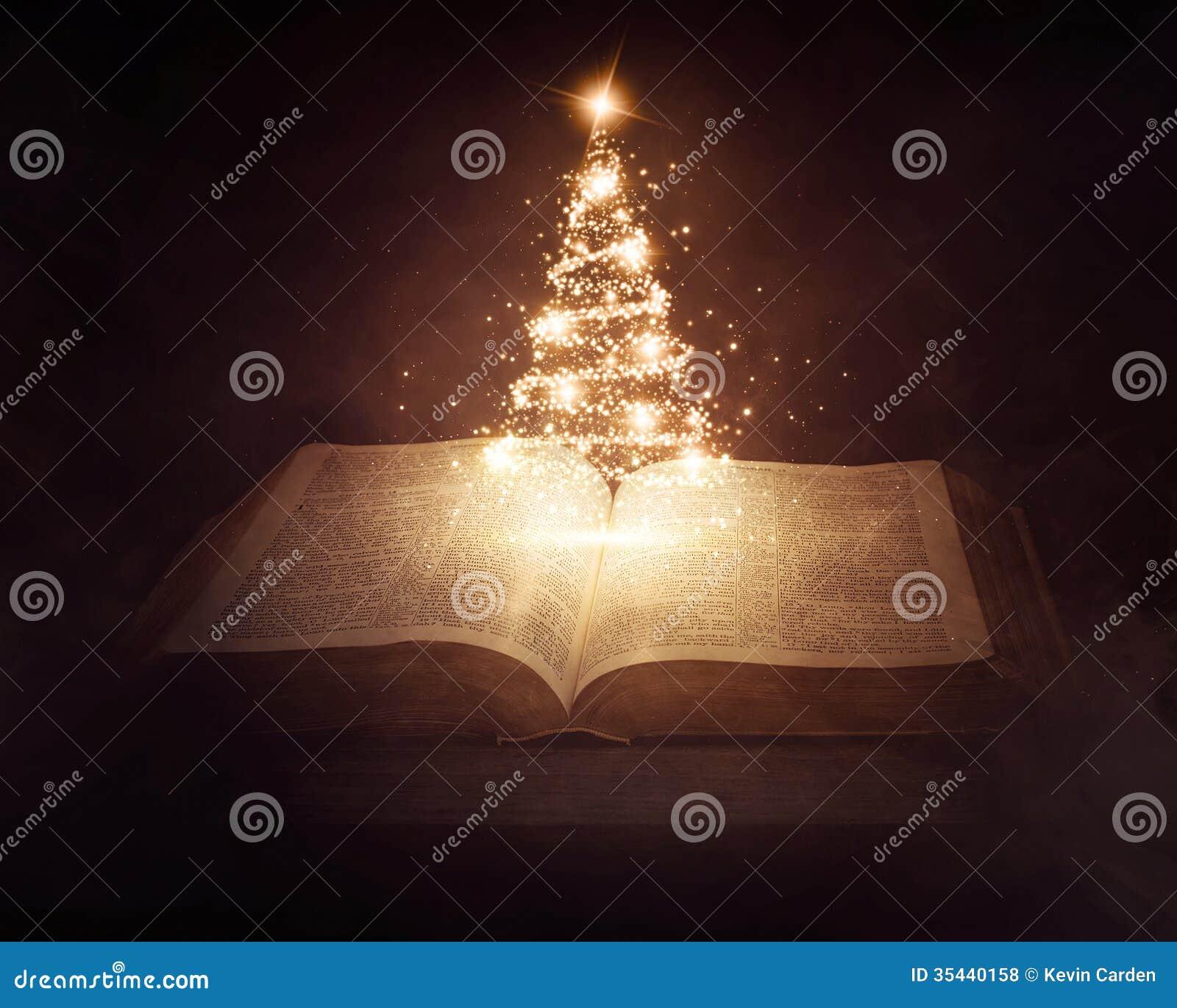 Weihnachtsbibel stockfoto. Bild von leuchte, baum, feiertag - 35440158