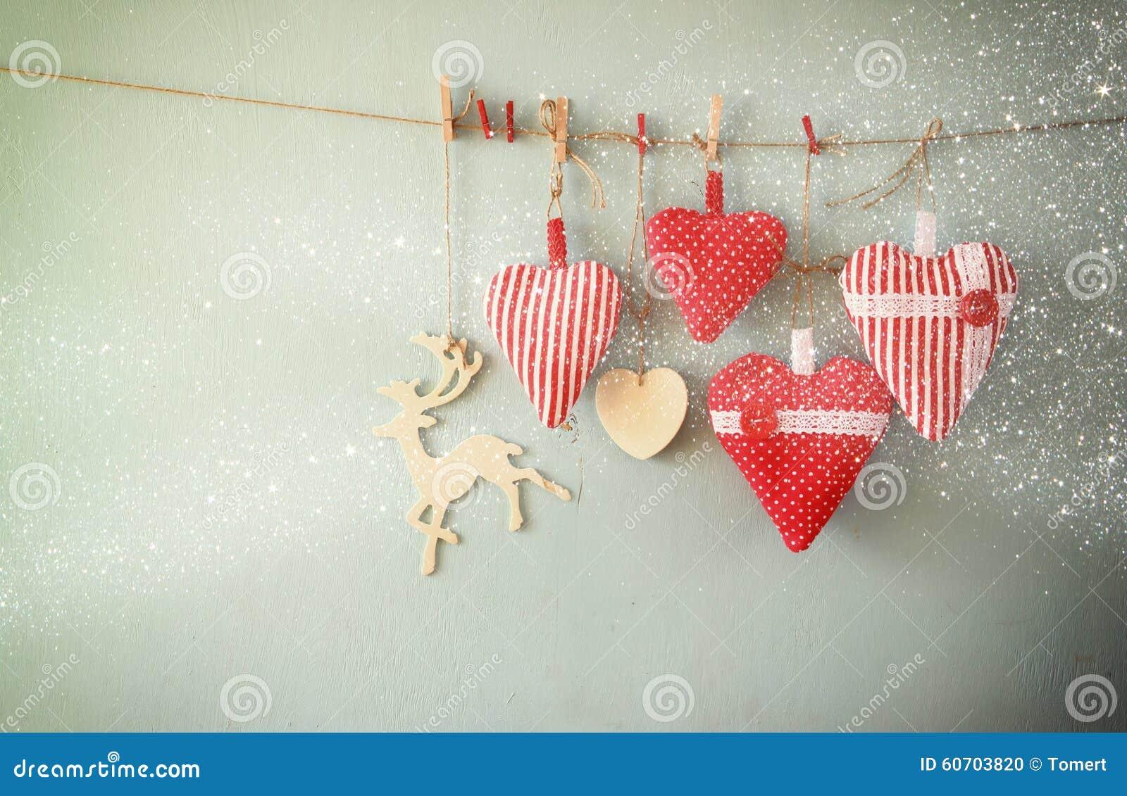 Weihnachtsbild Von Roten Herzen Und Baum Des Gewebes Hölzerne Ren ...
