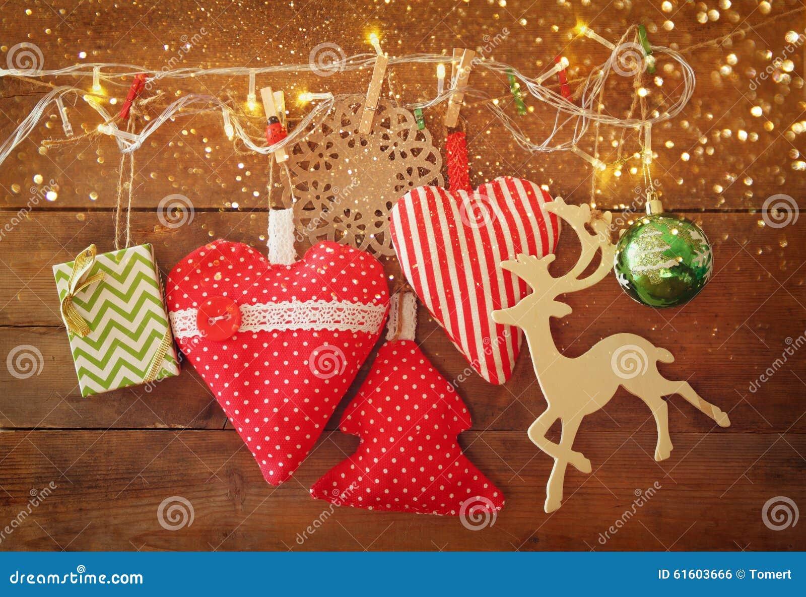 weihnachtsbild von roten herzen und baum des gewebes. Black Bedroom Furniture Sets. Home Design Ideas