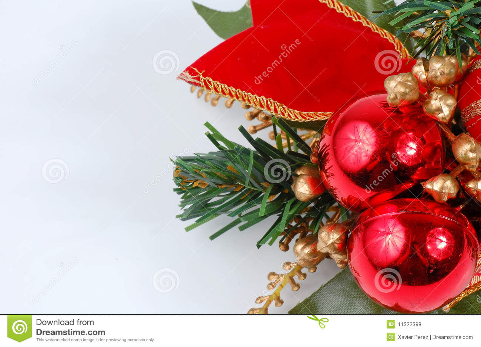 Weihnachtsdekoration getrennt auf weißem backgro