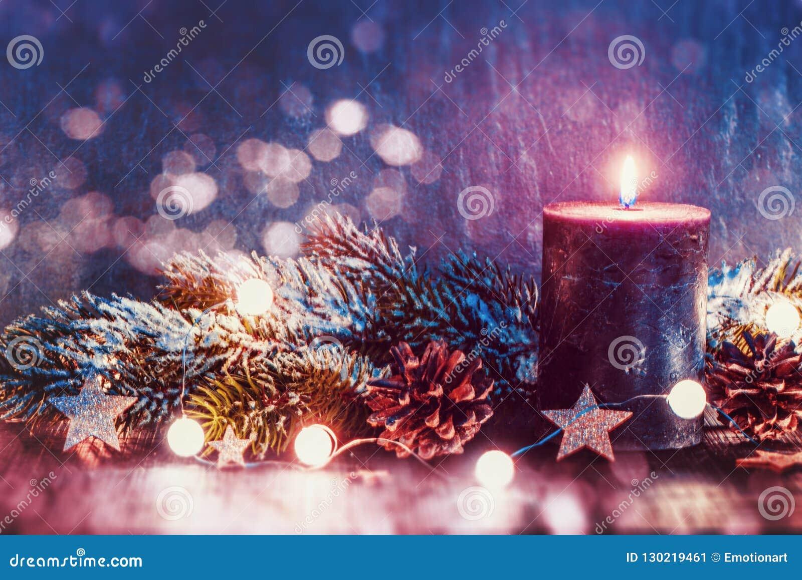 Weihnachtsdekoration mit Kerze