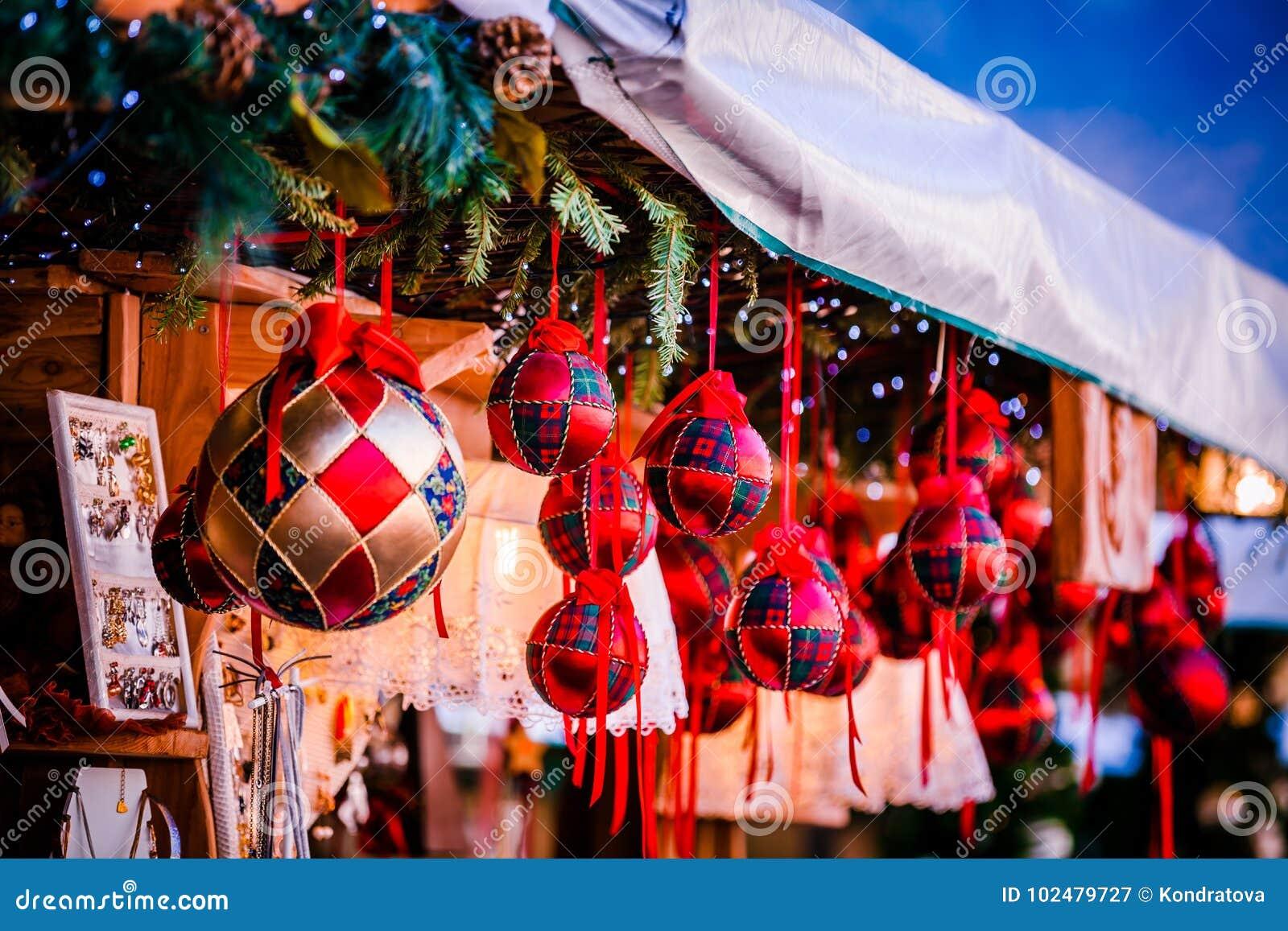 Weihnachtsdekorationen auf Trentino Alto Adige, Italien-Weihnachtsmarkt