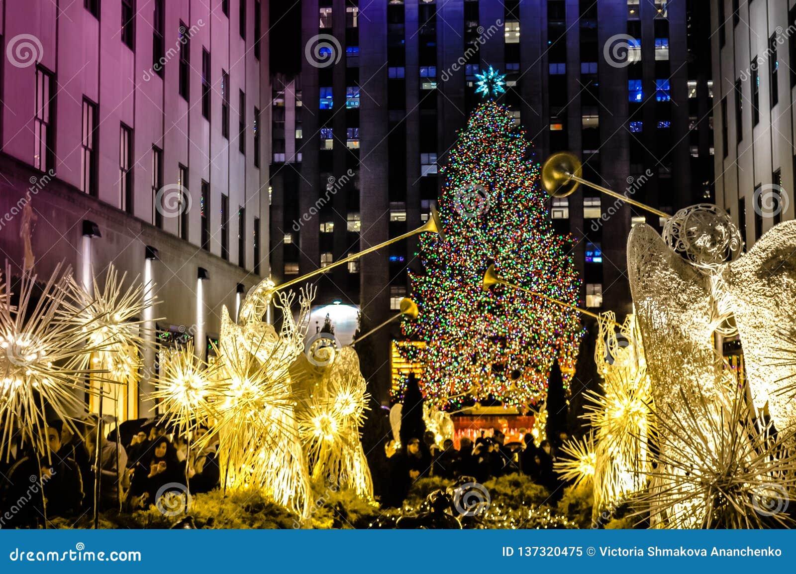 Weihnachtsdekorationen vor der Rockefeller-Mitte in Manhattan, NYC, USA