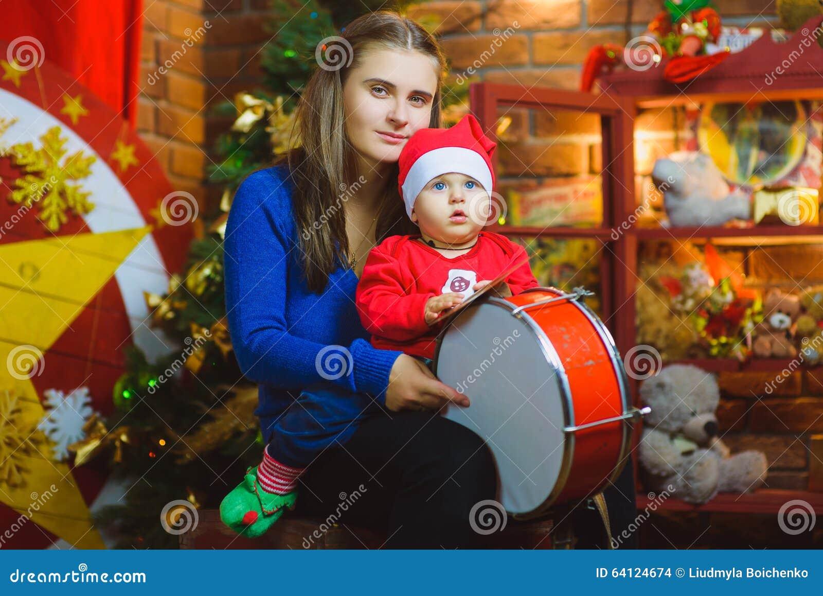 Weihnachtsfamilien-Porträt im Hauptfeiertags-Leben