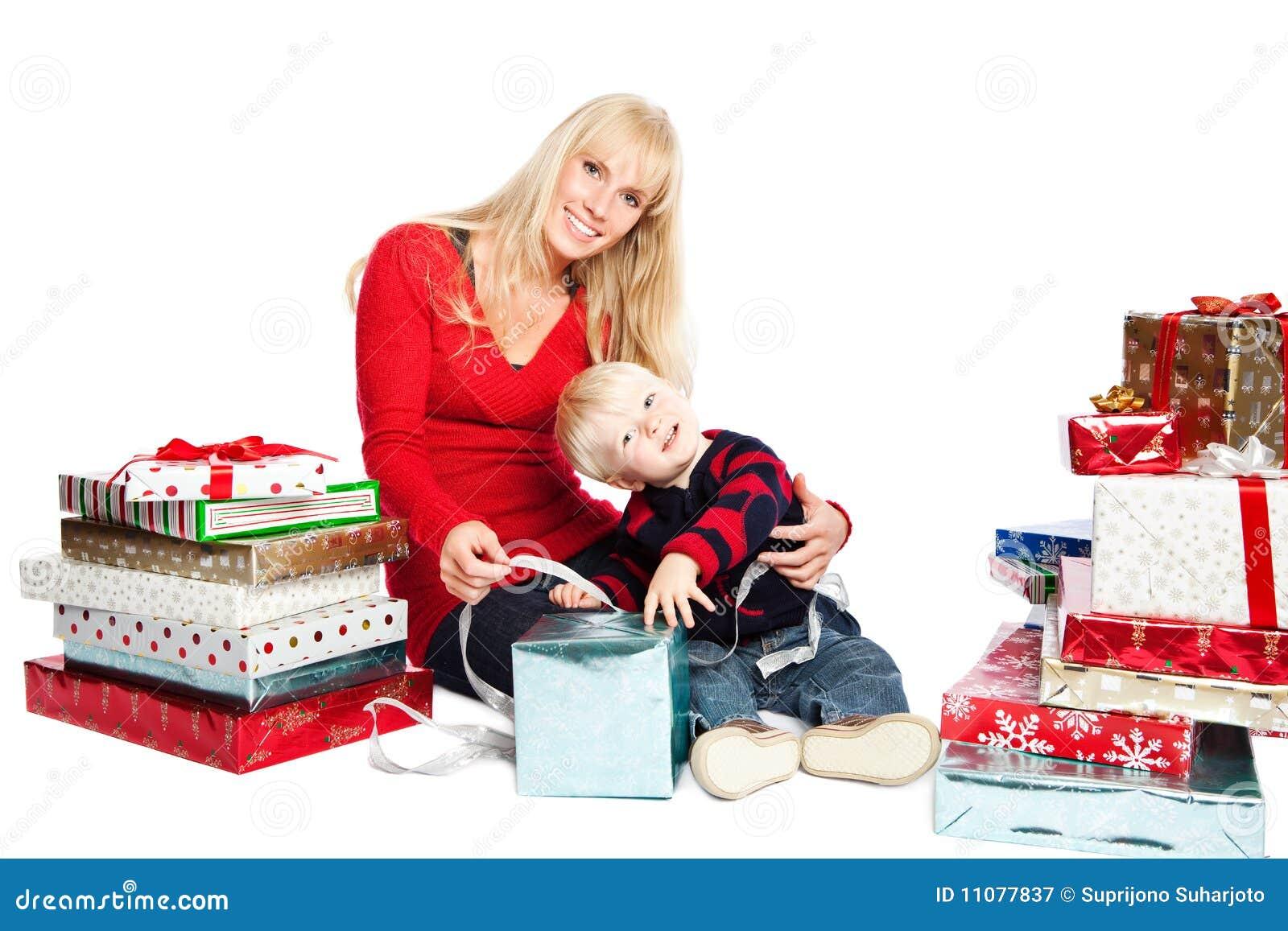 Weihnachtsfamiliengeschenke Stockbild - Bild von celebrate ...